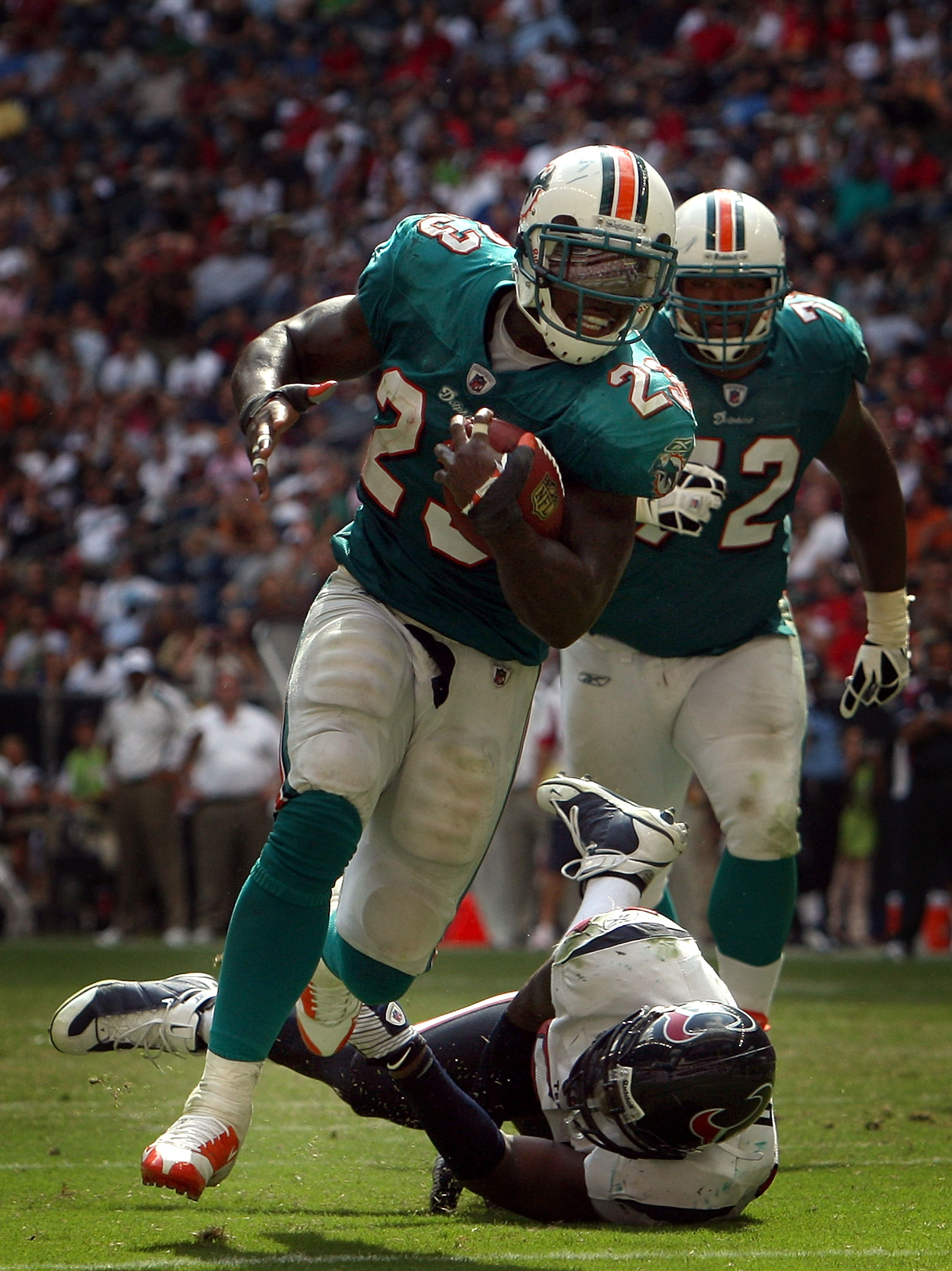 HOUSTON - OCTOBER 12:  Running back Ronnie Brown #23 of the Miami Dolphins runs for a touchdown past Zac Diles #54 of the Houston Texans at Reliant Stadium on October 12, 2008 in Houston, Texas.  (Photo by Ronald Martinez/Getty Images)