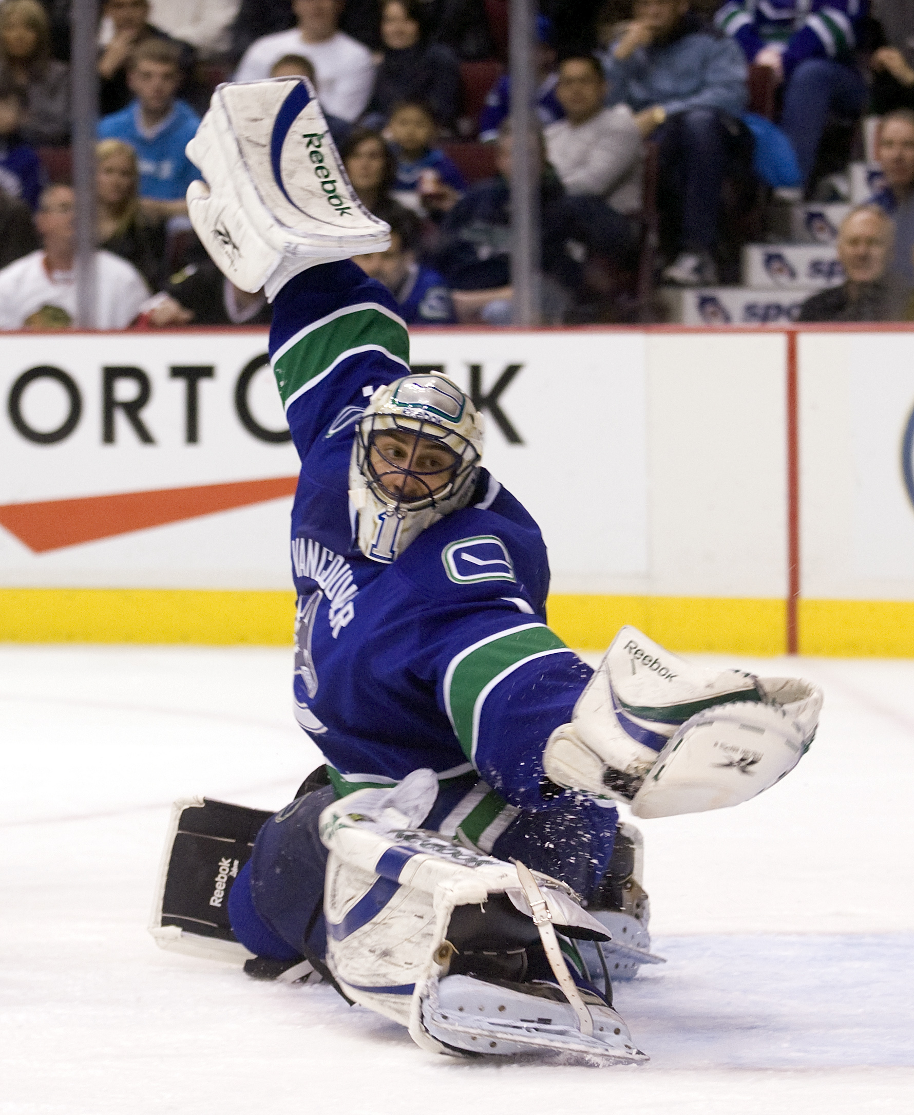 VANCOUVER, CANADA - JANUARY 23: Goalie Roberto Luongo #1 of the Vancouver Canucks reaches out to make a glove save during the third period of NHL action against the Chicago Blackhawks on January 23, 2010 at General Motors Place in Vancouver, British Colum