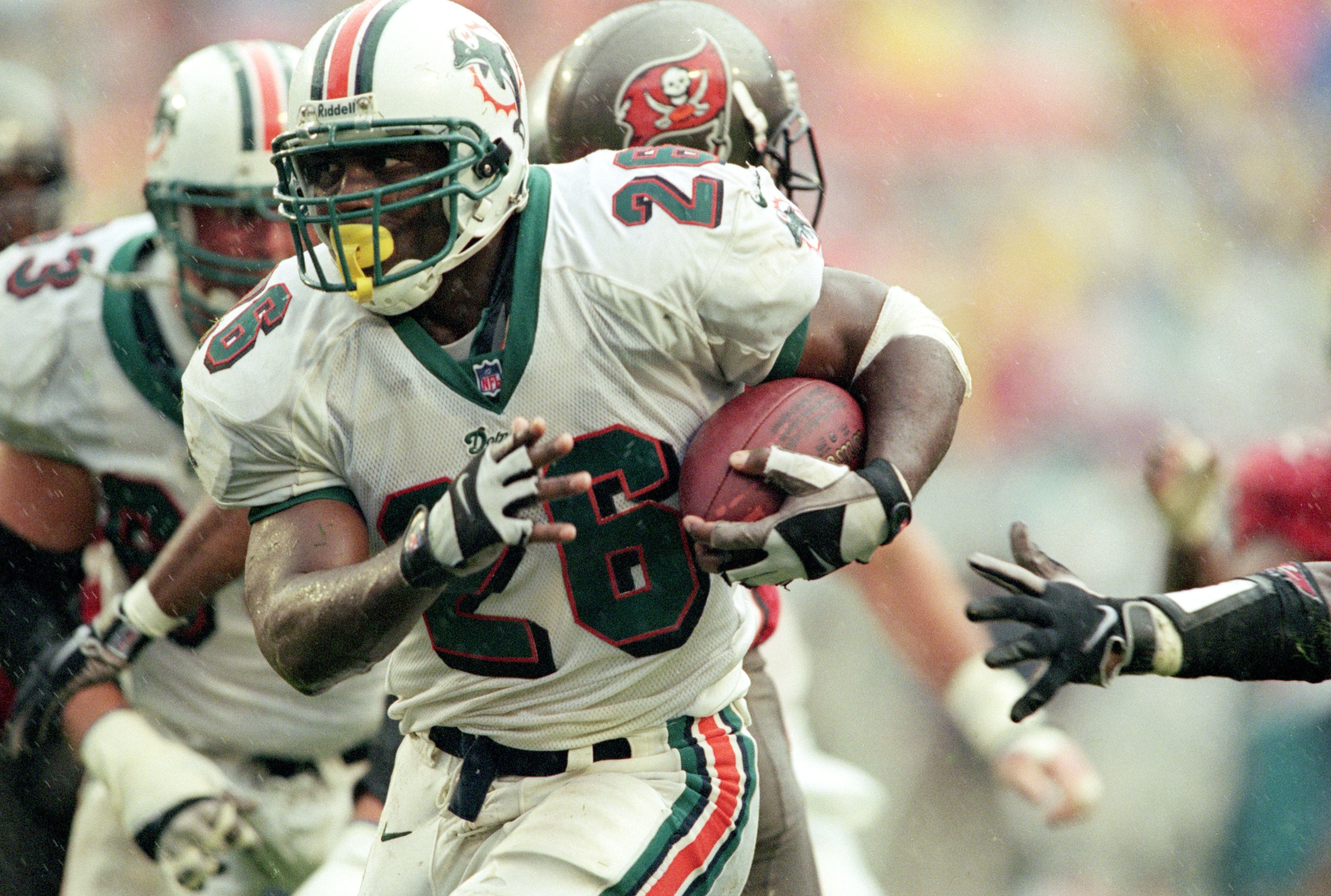 10 Dec 2000:  Lamar Smith #26 of the Miami Dolphins moves with the ball during the game against the Tampa Bay Buccaneers at the Pro Players Stadium in Miami, Florida. The Buccaneers defeated the Dolphins 16-13.Mandatory Credit: Andy Lyons  /Allsport