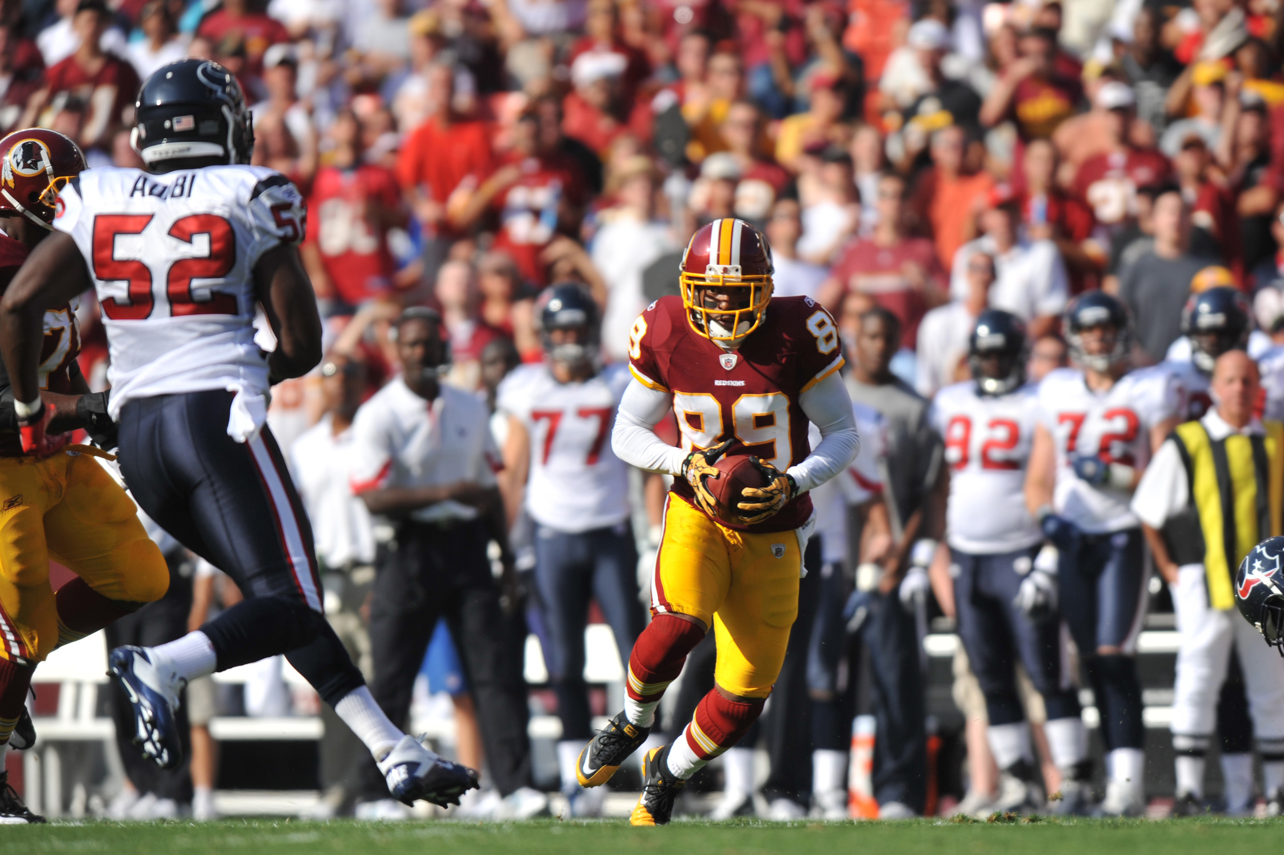 LANDOVER - SEPTEMBER 19:  Santana Moss #89 of the Washington Redskins runs the ball against the Houston Texans at FedExField on September 19, 2010 in Landover, Maryland. The Texans defeated the Redskins in overtime 30-27. (Photo by Larry French/Getty Imag