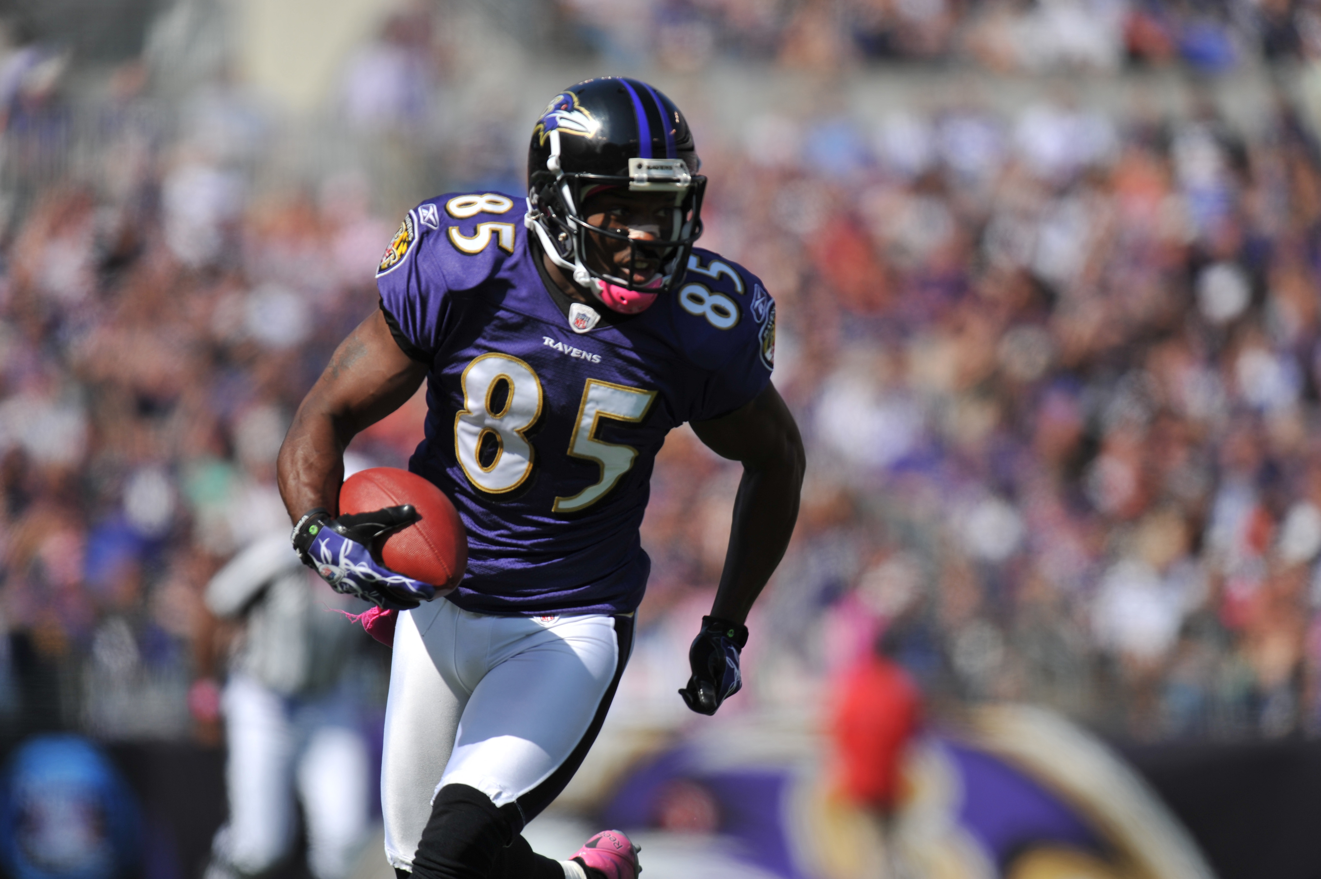 BALTIMORE, MD - OCTOBER 10: Derrick Mason #85 of the Baltimore Ravens runs the ball against the Denver Broncos at M&T Bank Stadium on October 10, 2010 in Baltimore, Maryland. Players wore pink in recognition of Breast Cancer Awareness Month. The Ravens de