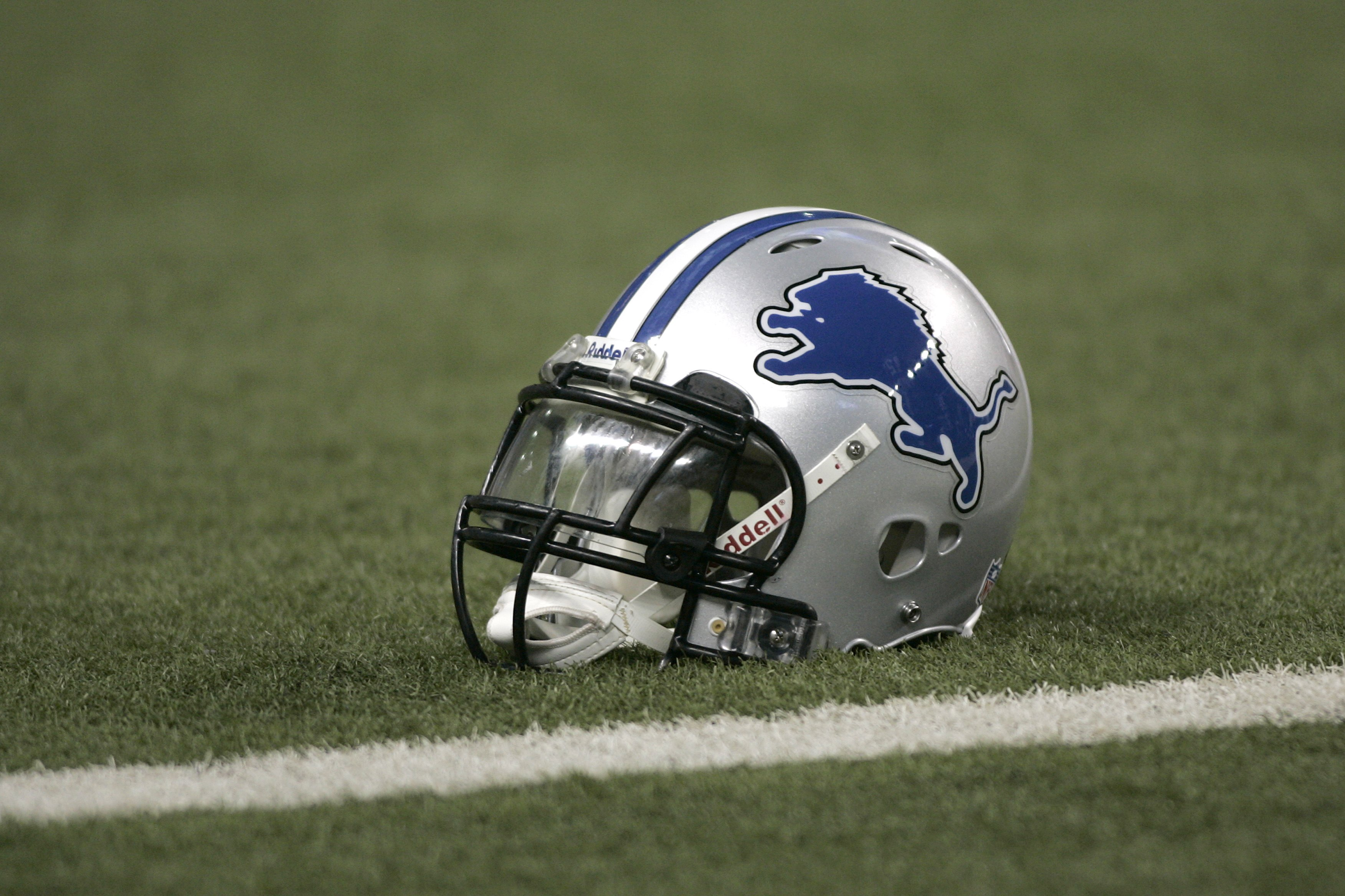 Joe Schmidt Played Middle Linebacker For The Detroit Lions