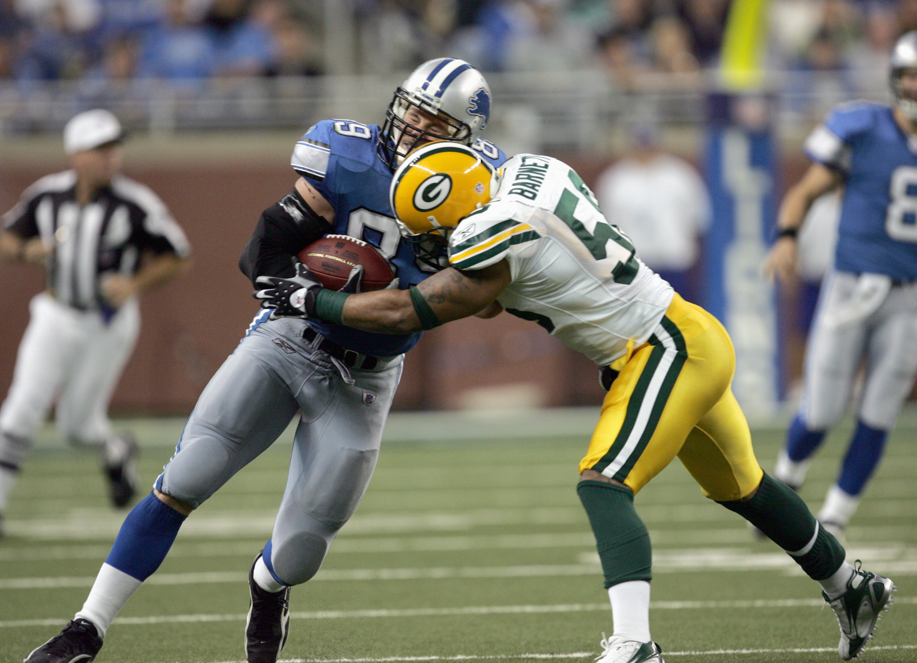 DETROIT - SEPTEMBER 24:  Nick Barnett #56 of the Green Bay Packers tackles Dan Campbell #89 of the Detroit Lions on September 24, 2006 at Ford Field in Detroit, Michigan. (Photo by Jonathan Daniel/Getty Images)