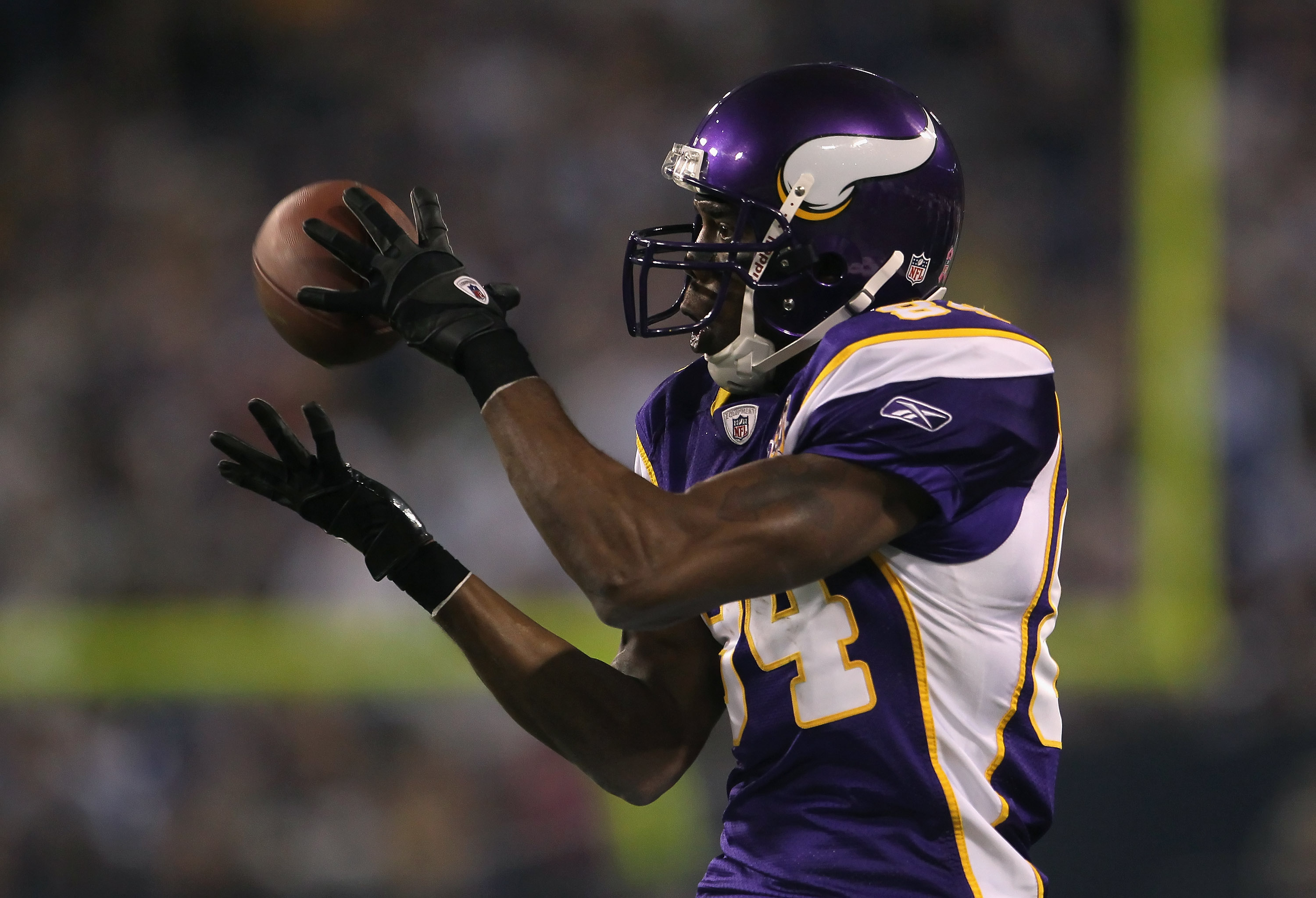 MINNEAPOLIS - OCTOBER 17:  Wide receiver Randy Moss #84 of the Minnesota Vikings catches a pass during the third quarter at Mall of America Field on October 17, 2010 in Minneapolis, Minnesota. The Vikings defeated the Cowboys 24-21.  (Photo by Jeff Gross/