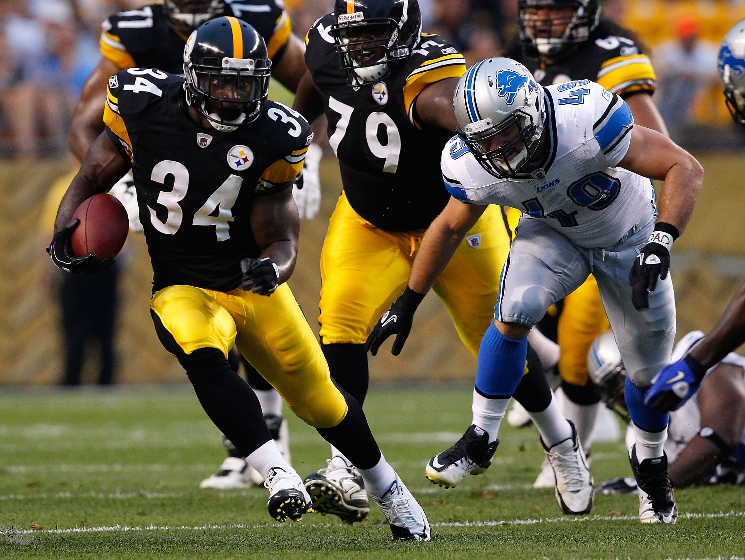 PITTSBURGH - AUGUST 14:  Rashard Mendenhall #34 of the Pittsburgh Steelers runs by Zach Follet #49 of the Detroit Lions during the preseason game on August 14, 2010 at Heinz Field in Pittsburgh, Pennsylvania.  (Photo by Jared Wickerham/Getty Images)