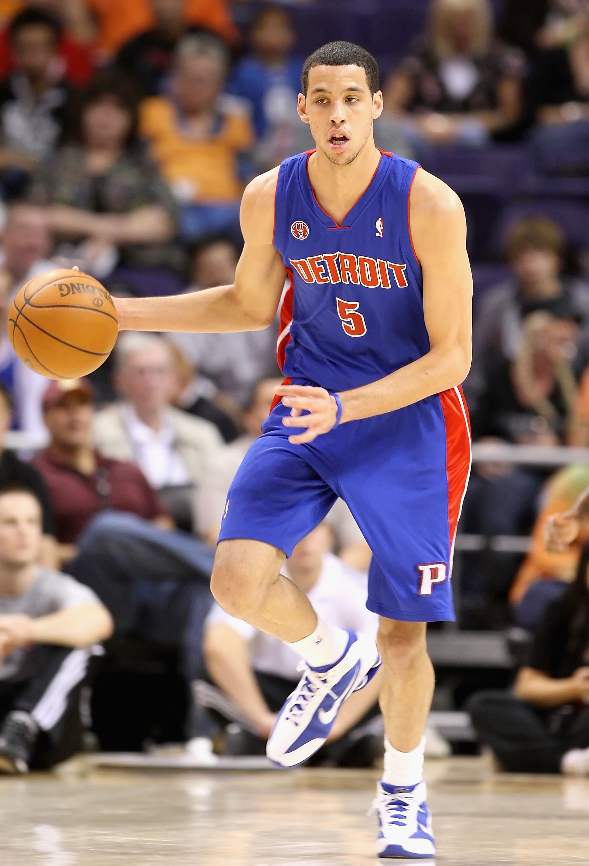 PHOENIX - NOVEMBER 22:  Austin Daye #5 of the Detroit Pistons handles the ball during the NBA game against the Phoenix Suns at US Airways Center on November 22, 2009 in Phoenix, Arizona. The Suns defeated the Pistons 117-91.  NOTE TO USER: User expressly