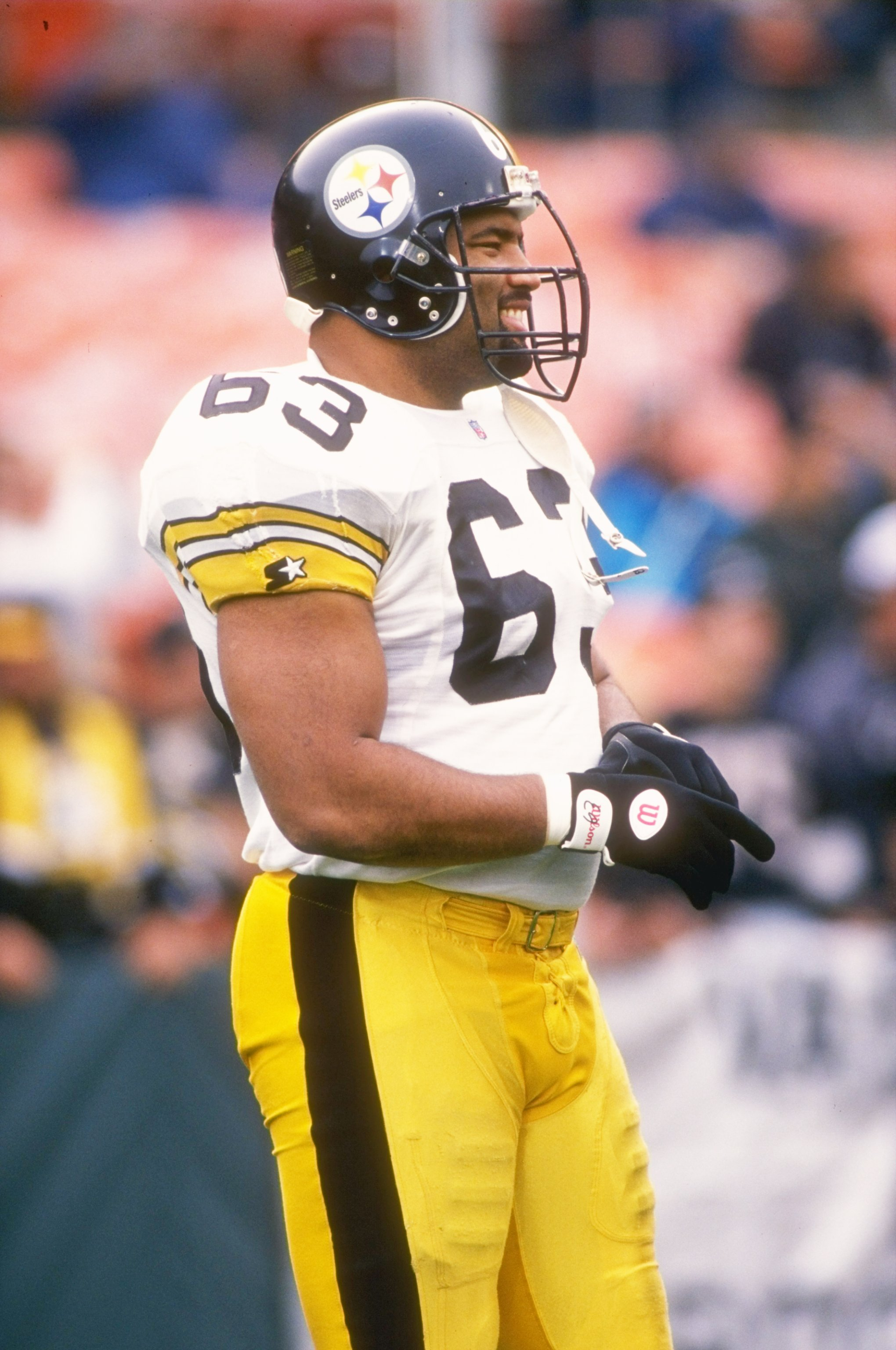 13aee3527 10 Dec 1995  Offensive lineman Dermontti Dawson of the Pittsburgh Steelers  in action on the