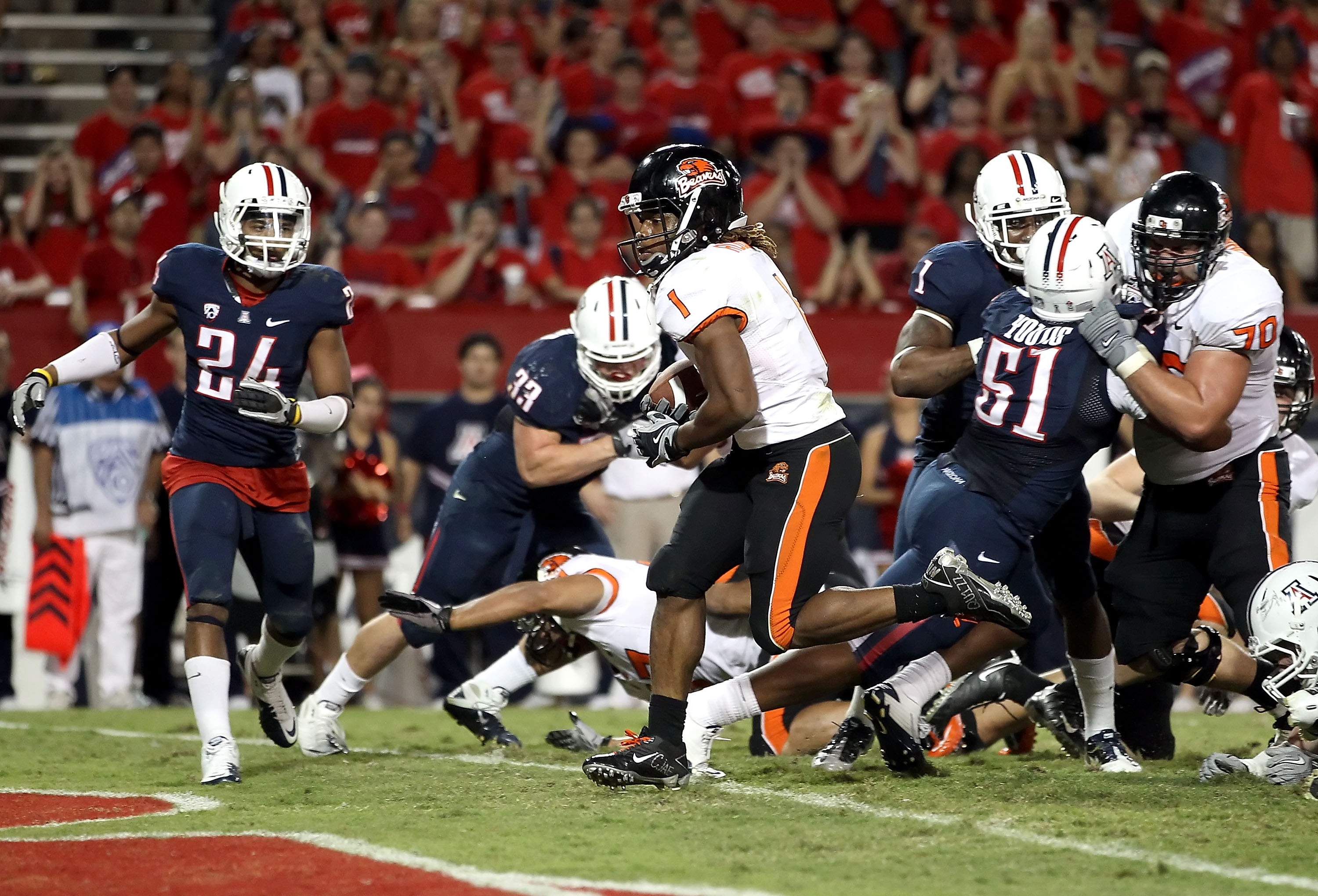 TUCSON, AZ - OCTOBER 09:  Runningback Jacquizz Rodgers #1 of the Oregon State Beavers scores a 1 yard rushing touchdown against the Arizona Wildcats during the fourth quarter of the college football game at Arizona Stadium on October 9, 2010 in Tucson, Ar