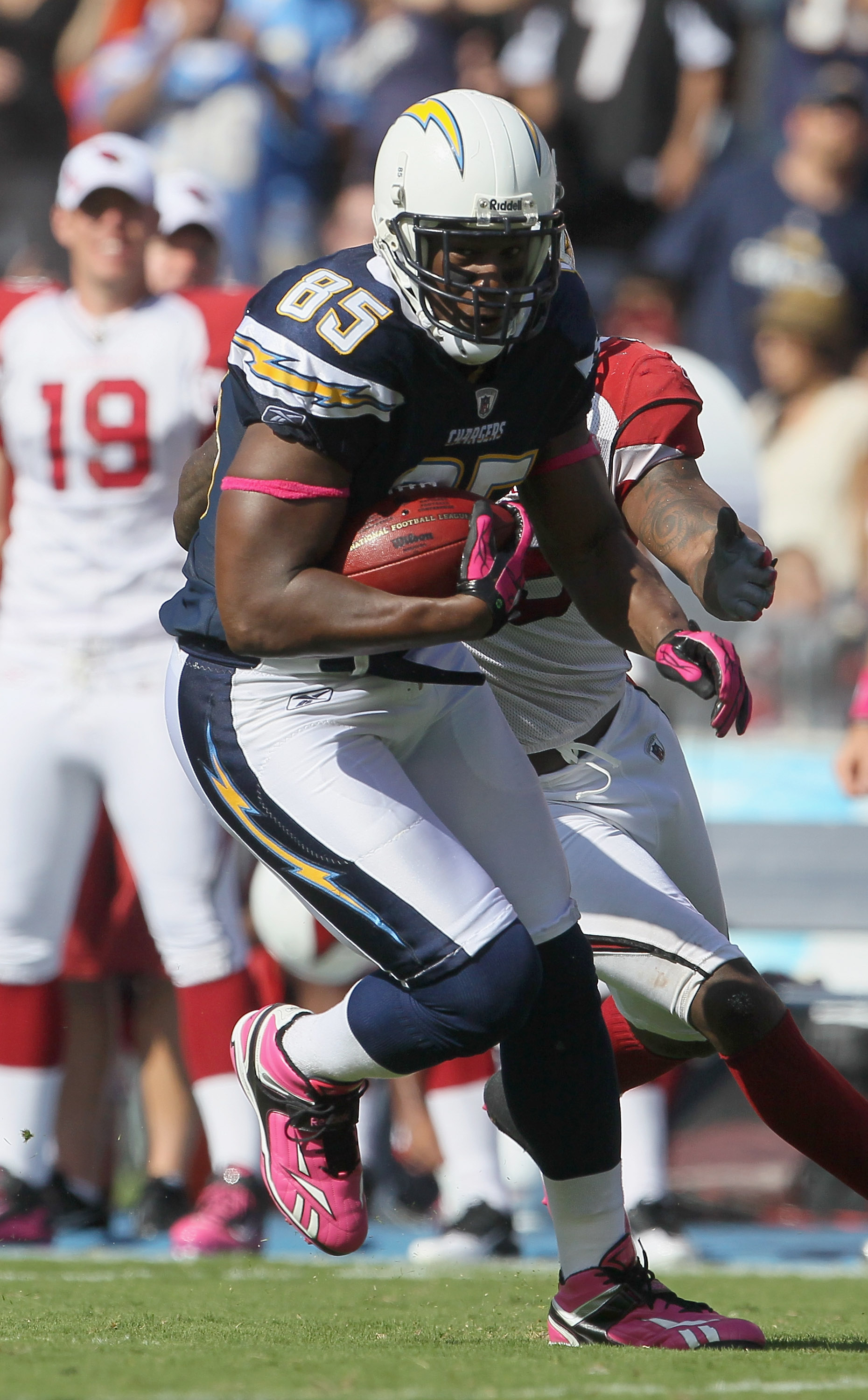 SAN DIEGO - OCTOBER 03:  Tight end Antonio Gates #85 of the San Diego Chargers carries the ball in the third quarter against the Arizona Cardinals at Qualcomm Stadium on October 3, 2010 in San Diego, California. The Chargers defeated the Cardinals 41-10.