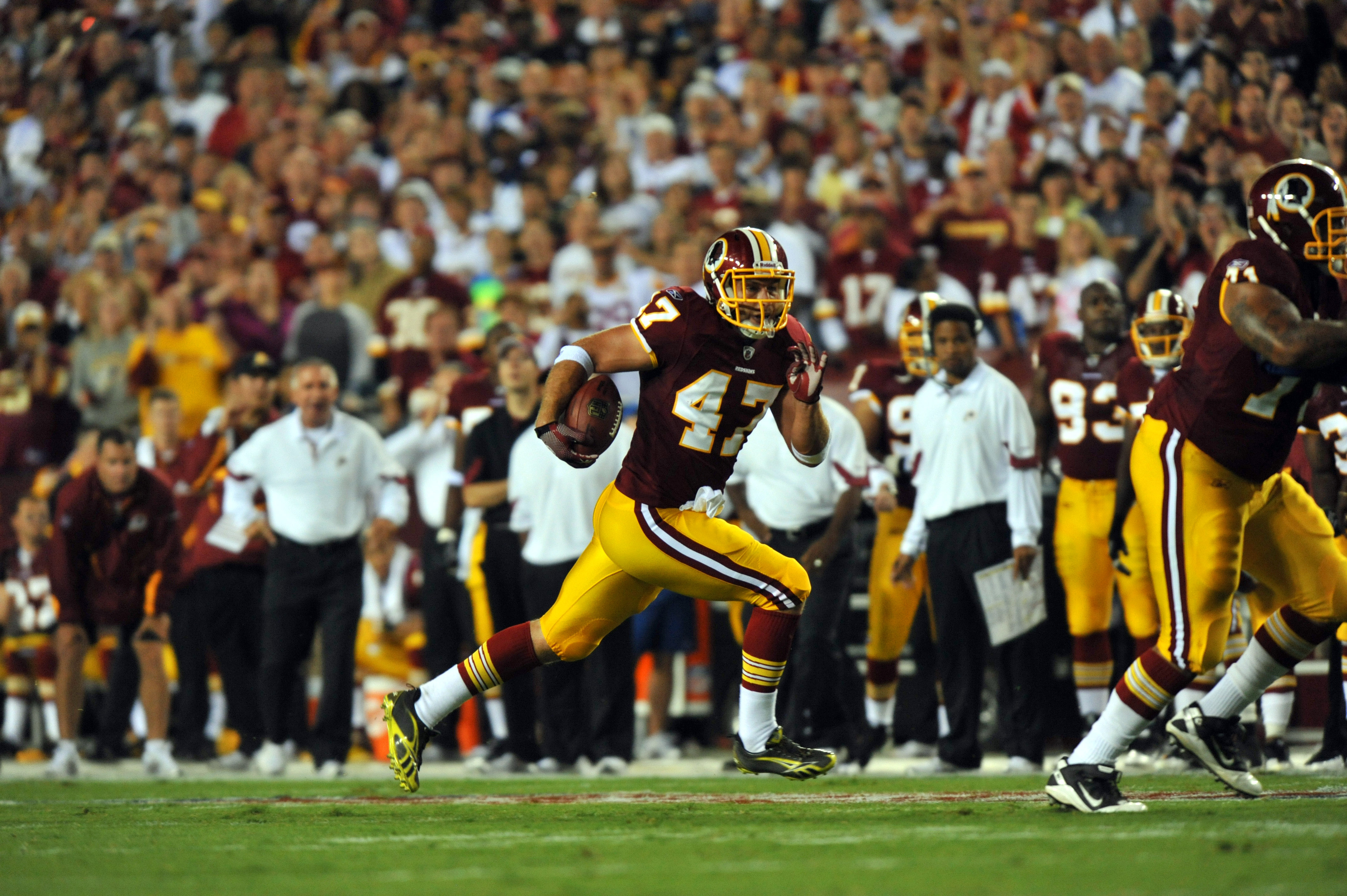 LANDOVER - SEPTEMBER 12:  Chris Cooley #47 of the Washington Redskins runs the ball during the NFL season opener against the Dallas Cowboys at FedExField on September 12, 2010 in Landover, Maryland.  (Photo by Larry French/Getty Images)