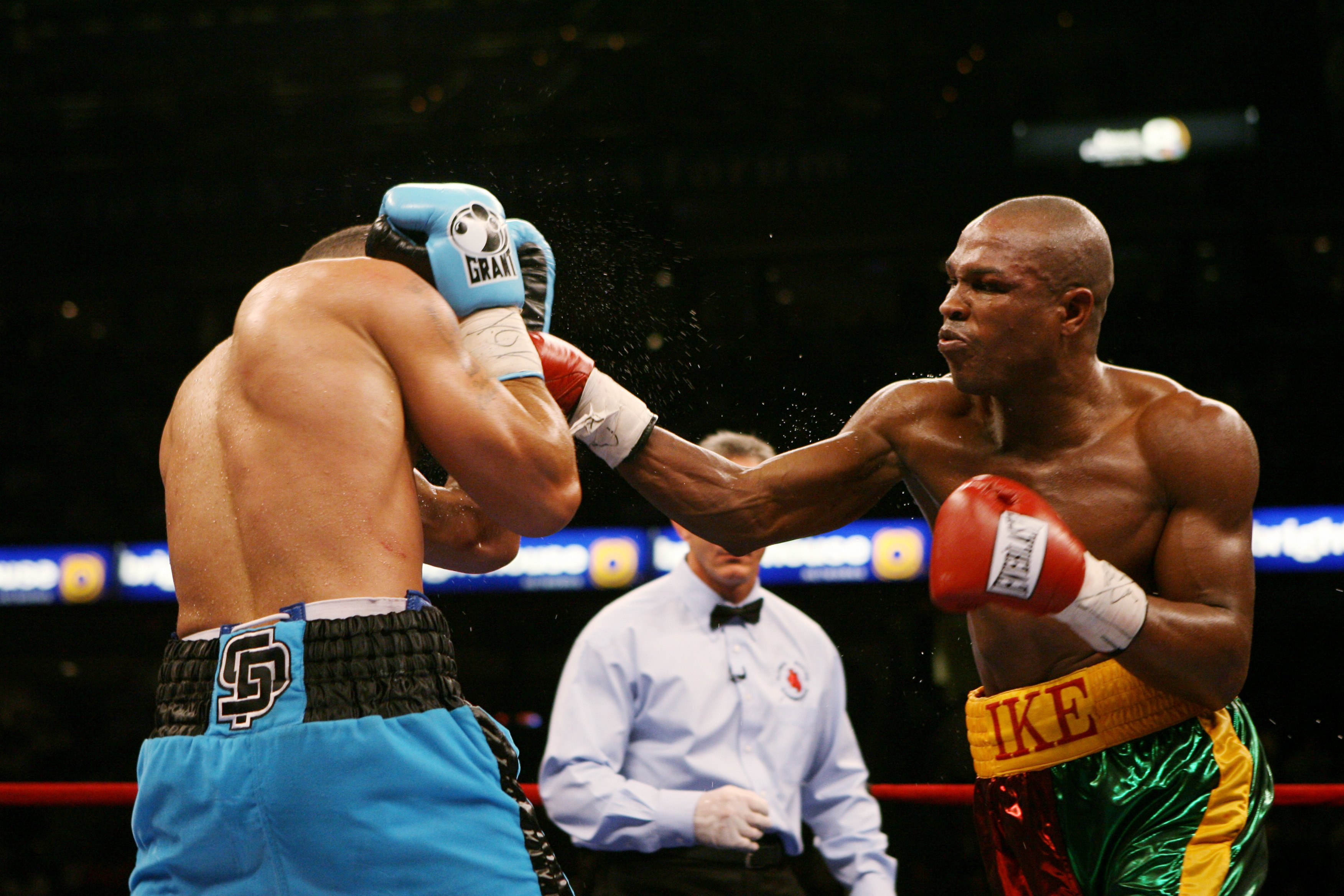 TAMPA, FL - DECEMBER 2:  Winky Wright (R) throws a punch at Ike Quartey during a middleweight fight at the St. Pete Times Forum on December 2, 2006 in Tampa, Florida.  Wright won by unanimous decision.  (Photo by Doug Benc/Getty Images)
