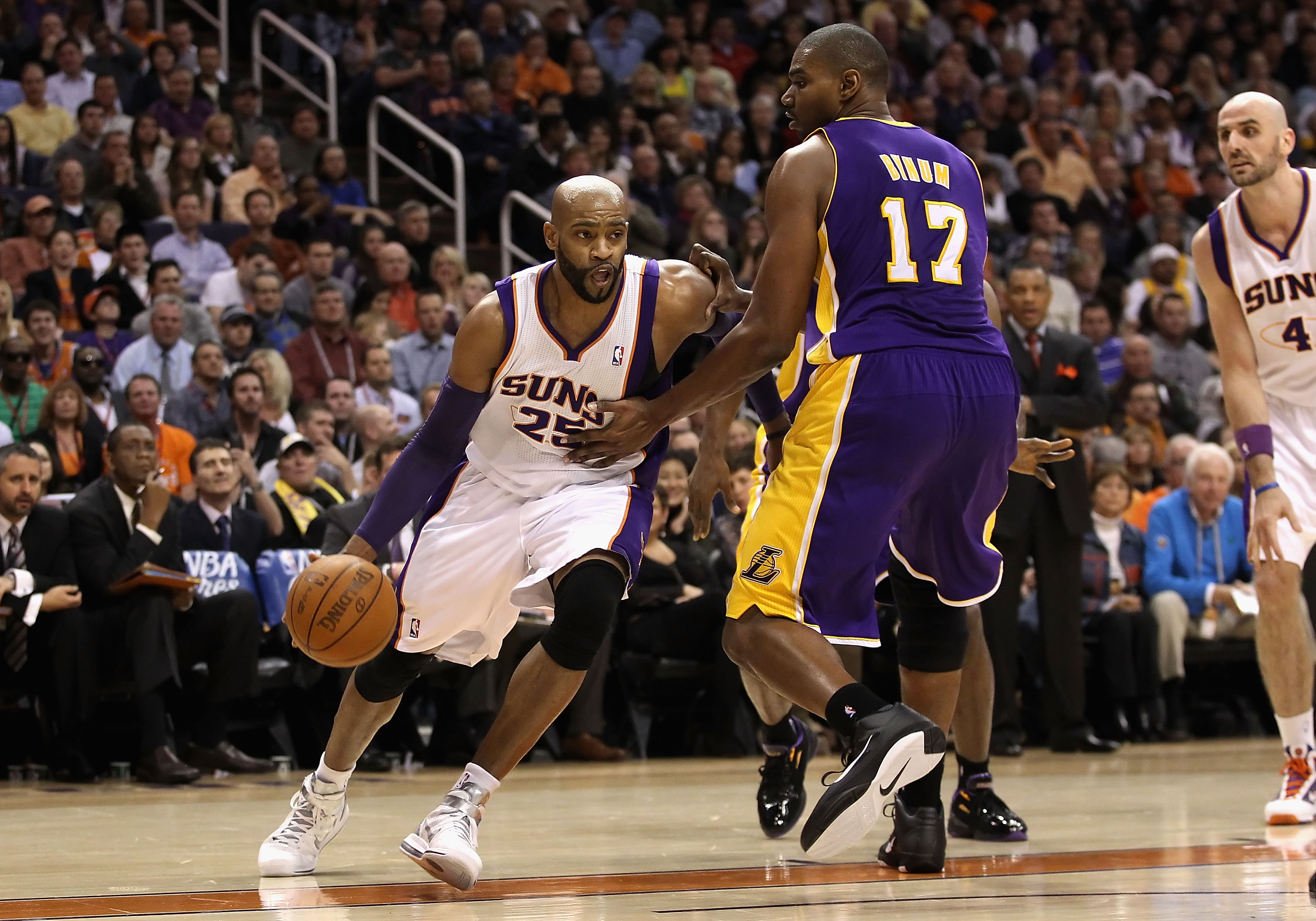 PHOENIX, AZ - JANUARY 05:   Vince Carter #25 of the Phoenix Suns drives the ball against the Los Angeles Lakers during the NBA game at US Airways Center on January 5, 2011 in Phoenix, Arizona. The Lakers defeated the Suns 99-95.  NOTE TO USER: User expres