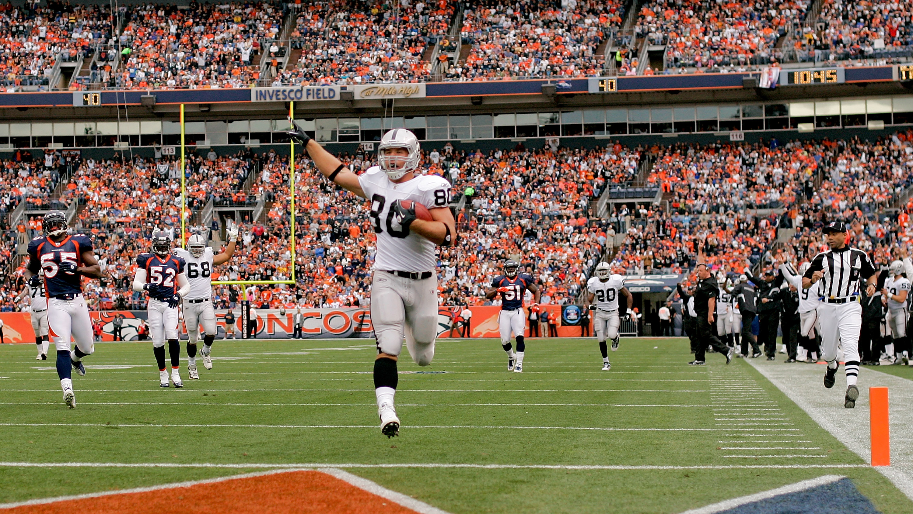 DENVER - OCTOBER 24:  Tight end Zach Miller #80 of the Oakland Raiders strides into the endzone in the first quarter against the Denver Broncos at INVESCO Field at Mile High on October 24, 2010 in Denver, Colorado. (Photo by Justin Edmonds/Getty Images)