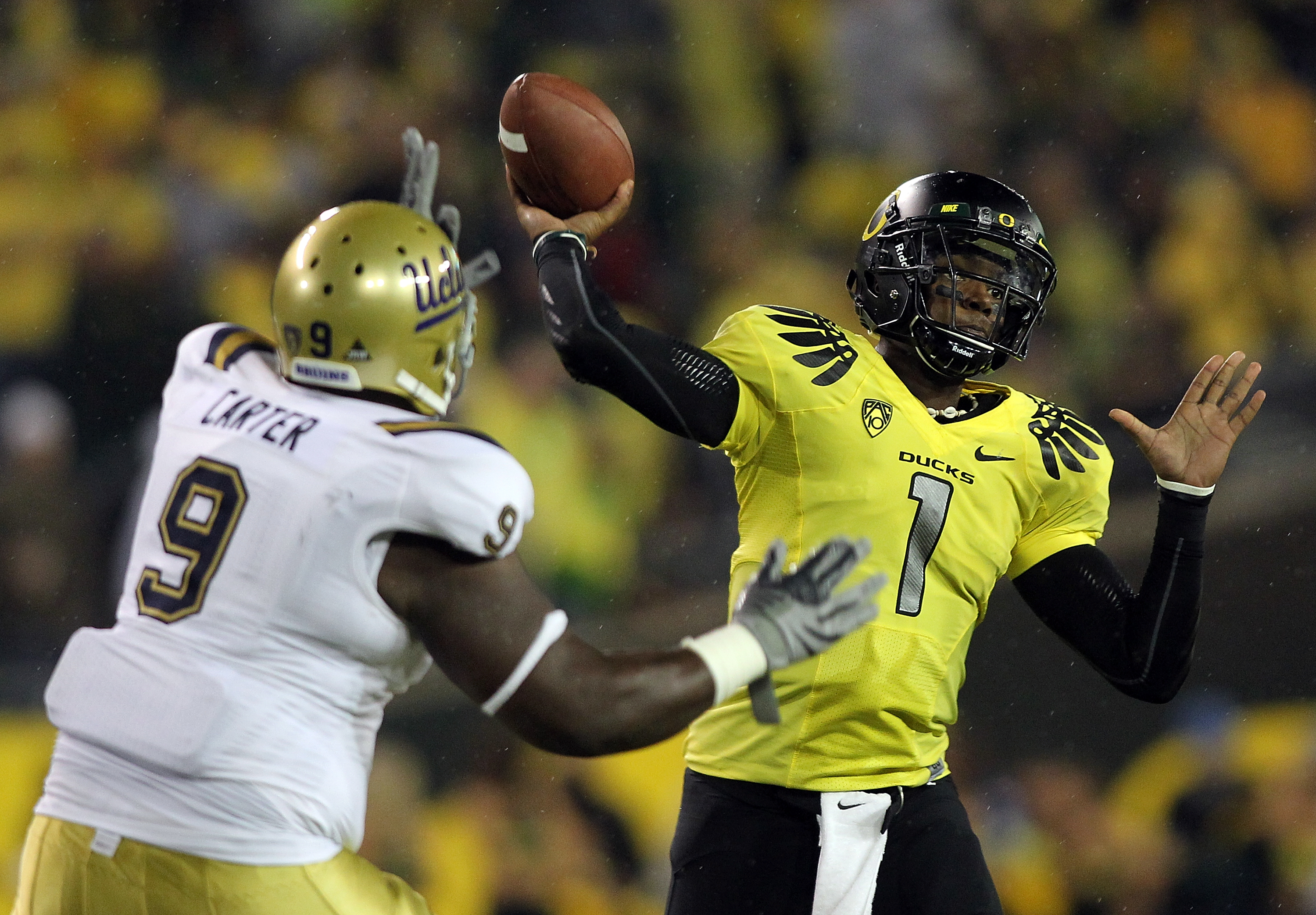 EUGENE, OR - OCTOBER 21:  Darron Thomas #1 of the Oregon Ducks throws a pass against Donavan Carter #9 of the UCLA Bruins  on October 21, 2010 at the Autzen Stadium in Eugene, Oregon.  (Photo by Jonathan Ferrey/Getty Images)