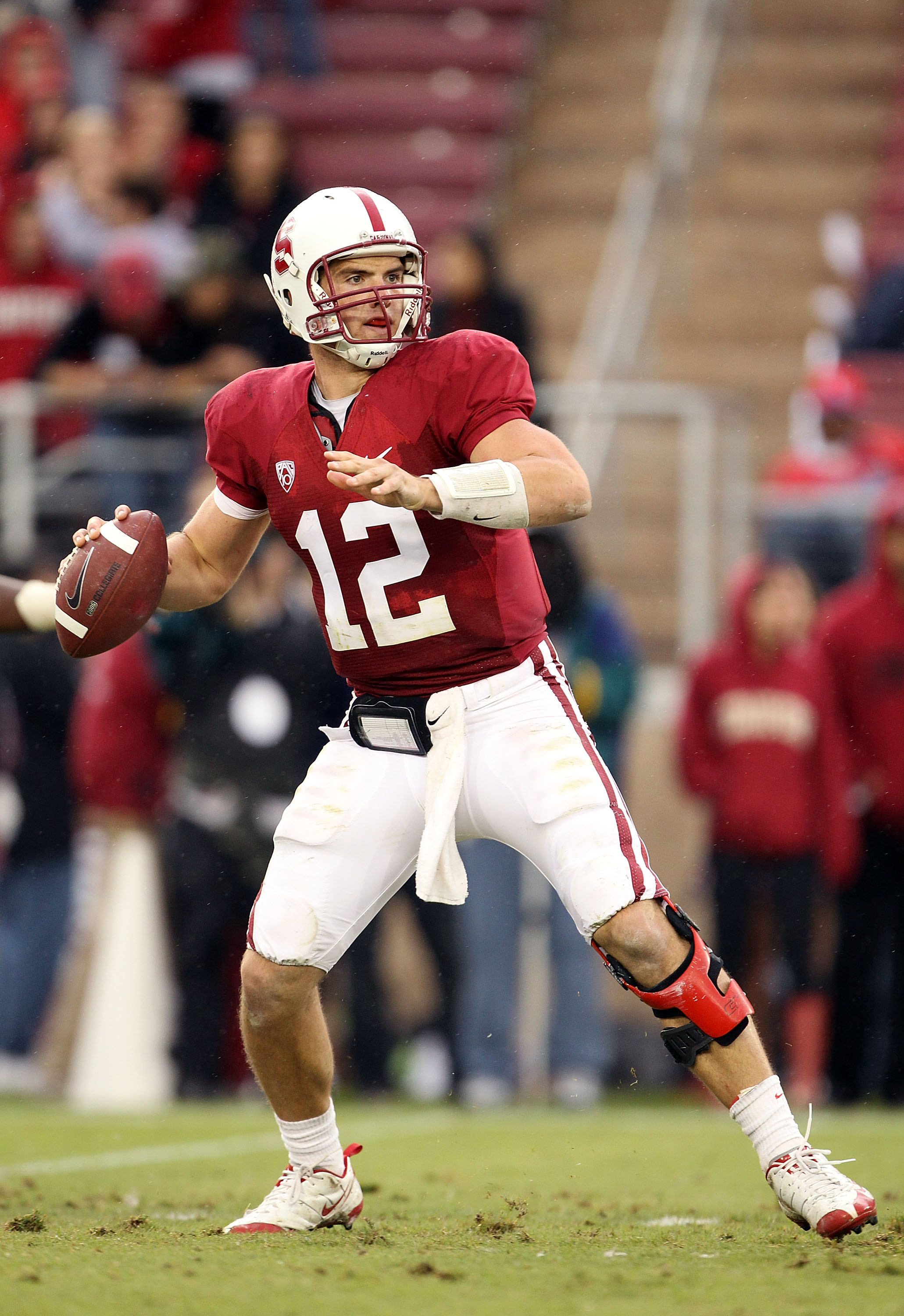 PALO ALTO, CA - OCTOBER 23:  Andrew Luck #12 of the Stanford Cardinal passes the ball against the Washington State Cougars at Stanford Stadium on October 23, 2010 in Palo Alto, California.  (Photo by Ezra Shaw/Getty Images)