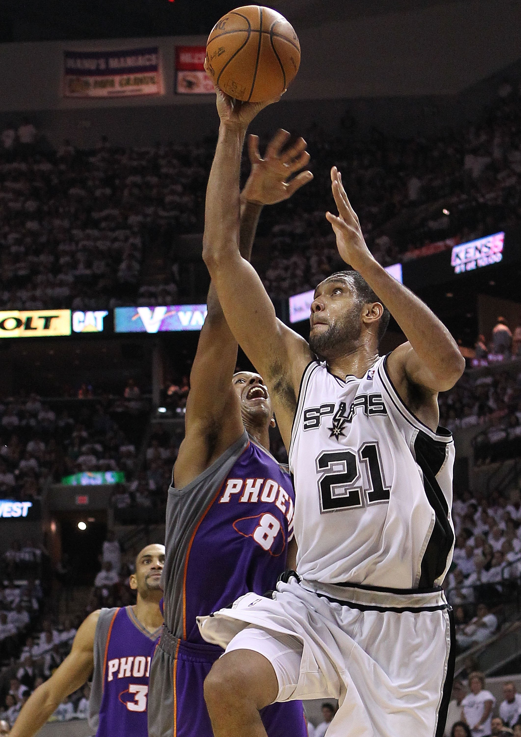 SAN ANTONIO - MAY 07:  Forward Tim Duncan #21 of the San Antonio Spurs takes a shot against Channing Frye #8 of the Phoenix Suns in Game Three of the Western Conference Semifinals during the 2010 NBA Playoffs at AT&T Center on May 7, 2010 in San Antonio,