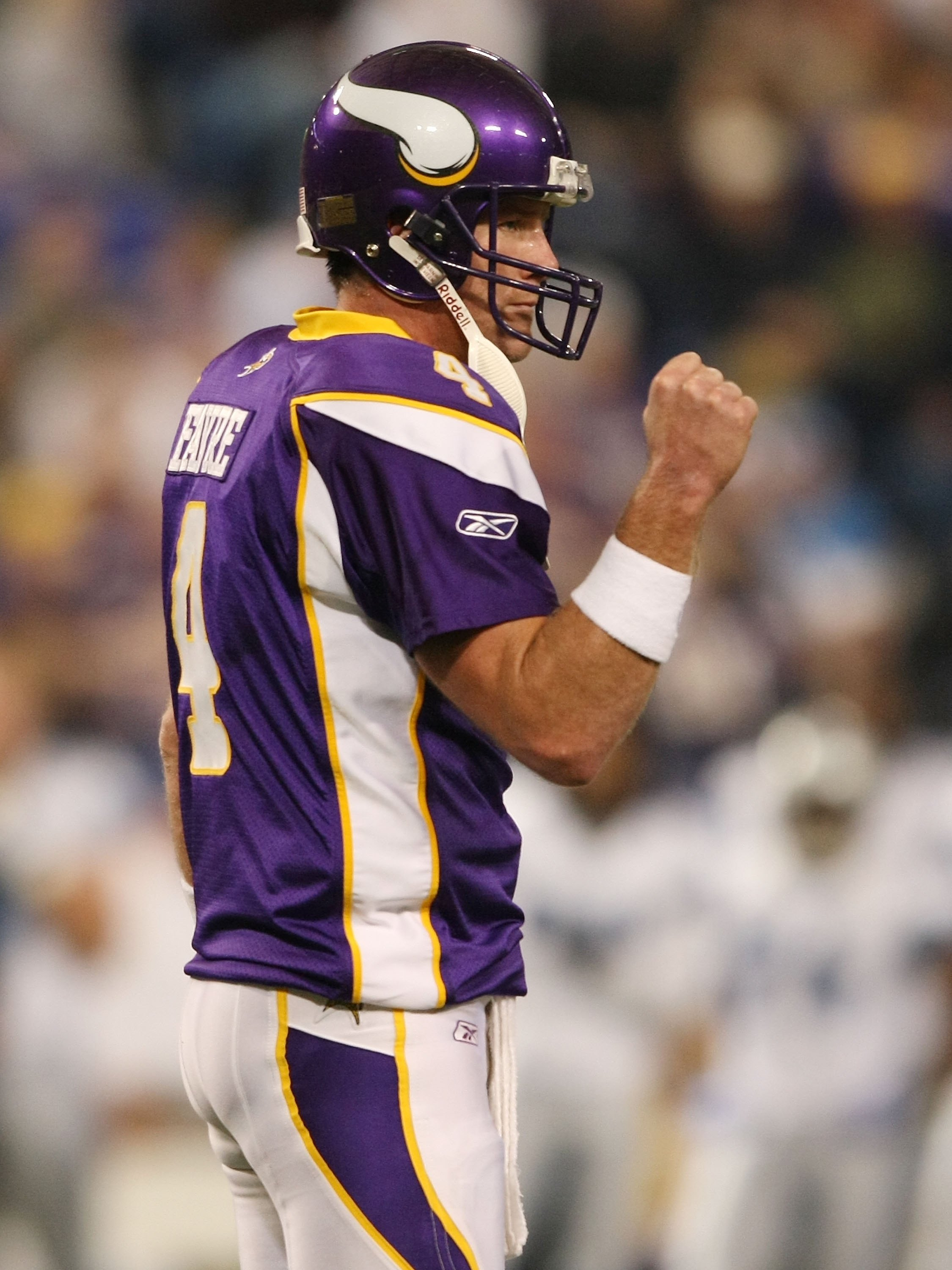 MINNEAPOLIS - NOVEMBER 15:  Brett Favre #4 of the Minnesota Vikings celebrates a first down in the fourth quarter against the Detroit Lions on November 15, 2009 at Hubert H. Humphrey Metrodome in Minneapolis, Minnesota. The Vikings defeated the Lions 27-1