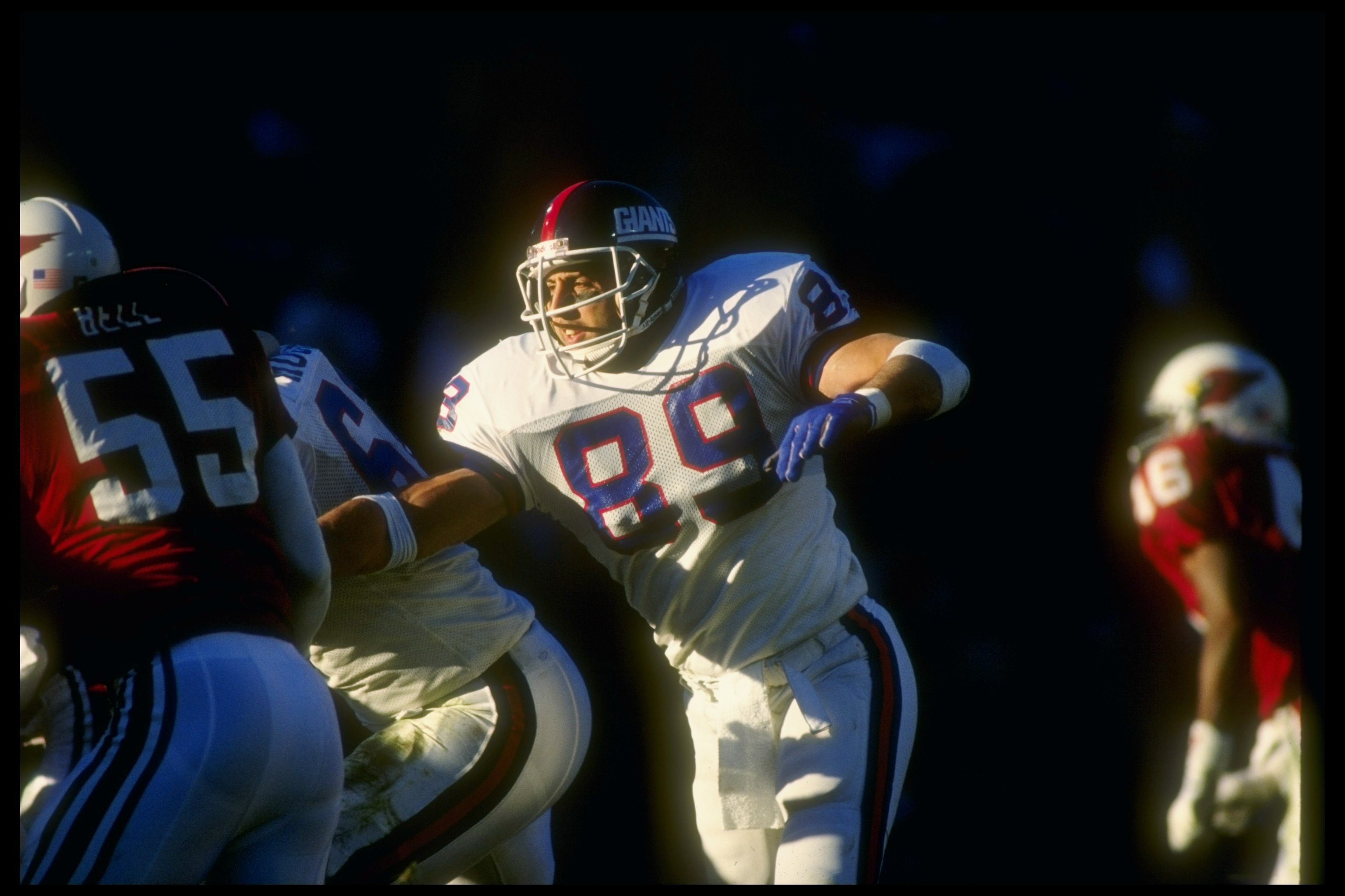 23 Dec 1990:  Tight end Mark Bavaro of the New York Giants moves the ball during a game against the Phoenix Cardinals at Sun Devil Stadium in Tempe, Arizona.  The Giants won the game, 24-21. Mandatory Credit: Mike Powell  /Allsport