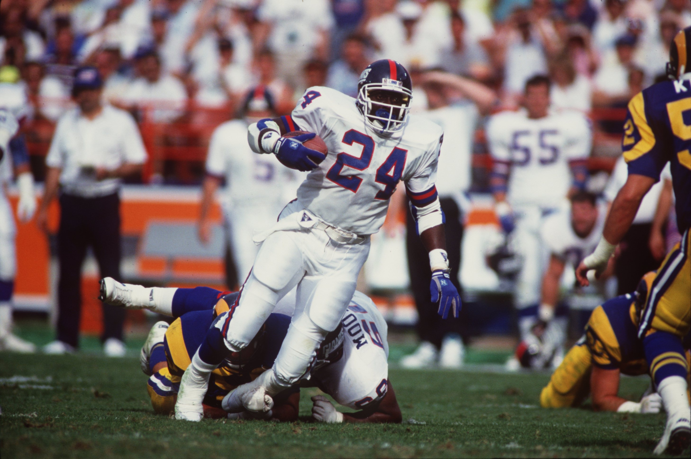 11 Nov 1990:  Running back Ottis Anderson of the New York Giants run with the ball during the Giants 31-7 win over the Los Angeles Rams at Anaheim Stadium in Anaheim, California. Mandatory Credit: Stephen Dunn/ALLSPORT