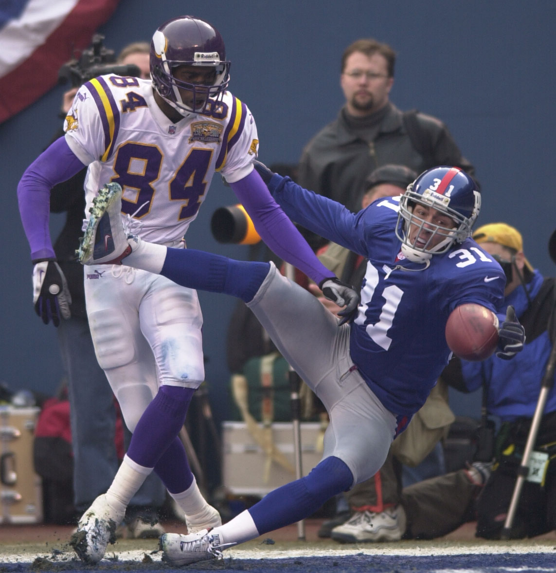 14 Jan 2001:  Jason Sehorn #31 of the New York Giants breaks up a pass intended for Randy Moss #84 of the Minnesota Vikings during the NFC Championship game at Giants Stadium in East Rutherford, New Jersey. New York Giants won 41-0. <Digital File> Mandato