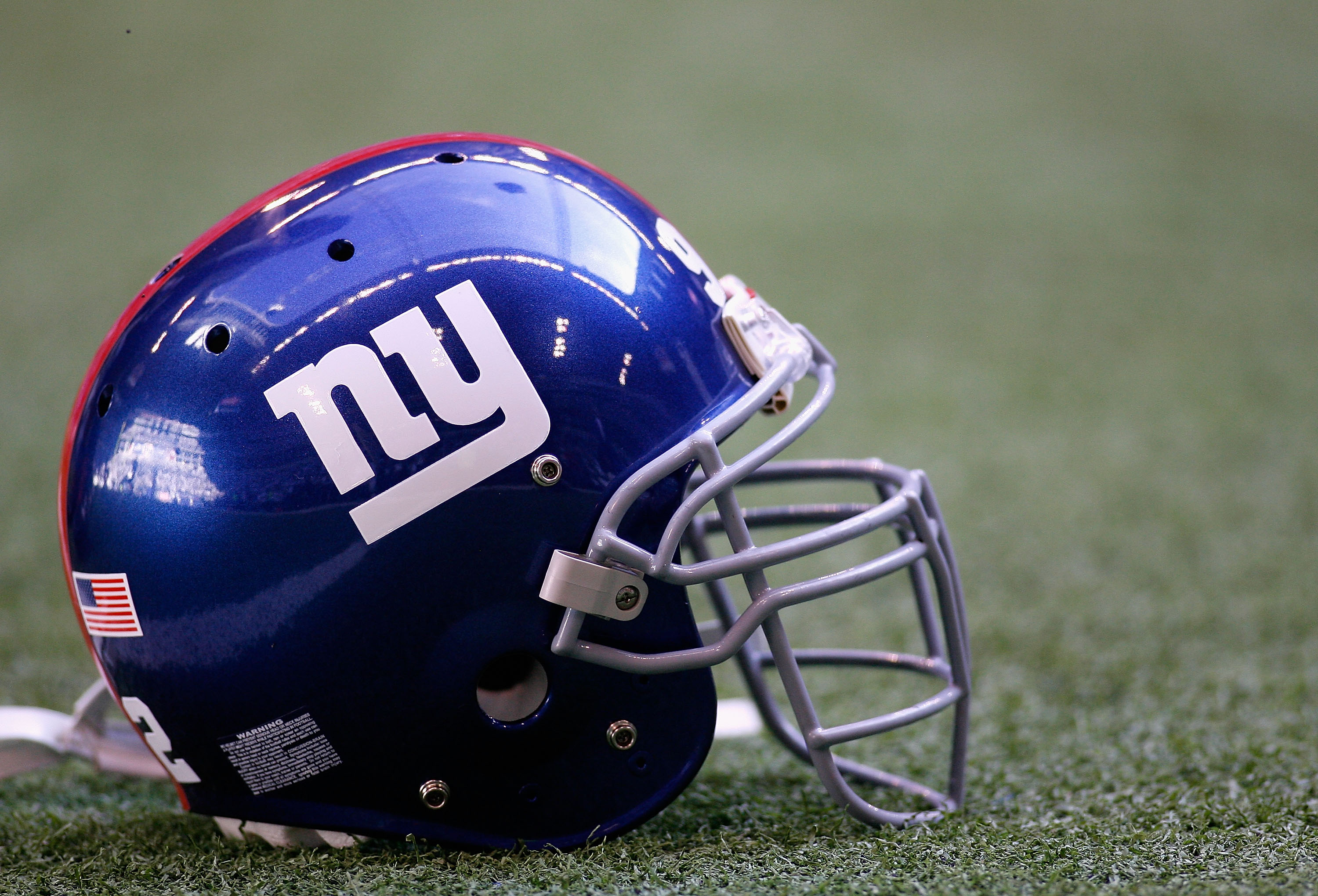 IRVING, TX - JANUARY 13:  A New York Giants helmet sits on the field before the NFC Divisional Playoff game against the Dallas Cowboys at Texas Stadium on January 13, 2008 in Irving, Texas.  (Photo by Chris Graythen/Getty Images)