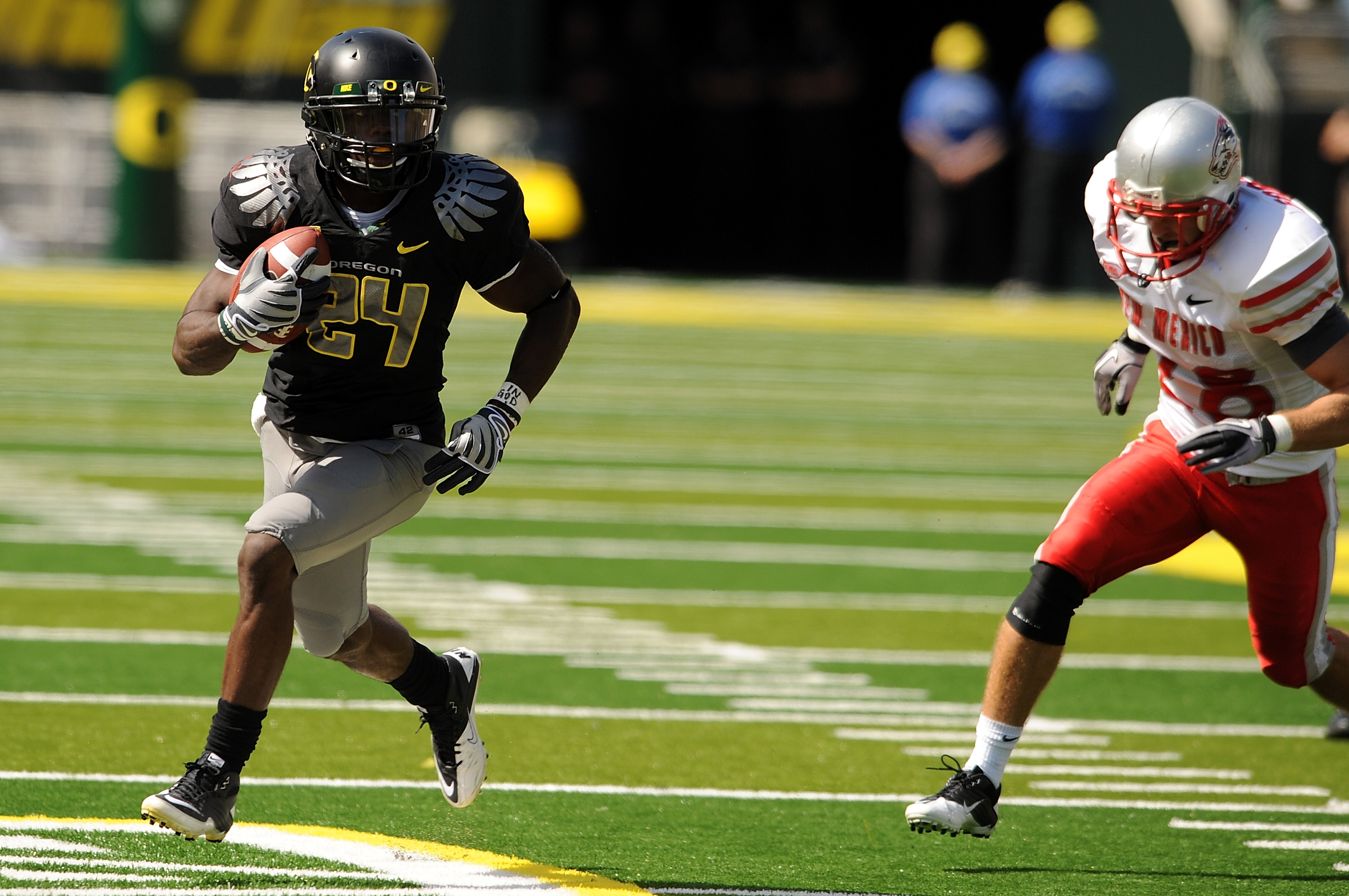 EUGENE, OR - SEPTEMBER 04: Running back Kenjon Barner #24 of the Oregon Ducks heads for the endzone past safety Bubba Forrest of the New Mexico Lobos and a touchdown in the second quarter of the game at Autzen Stadium on September 4, 2010 in Eugene, Orego