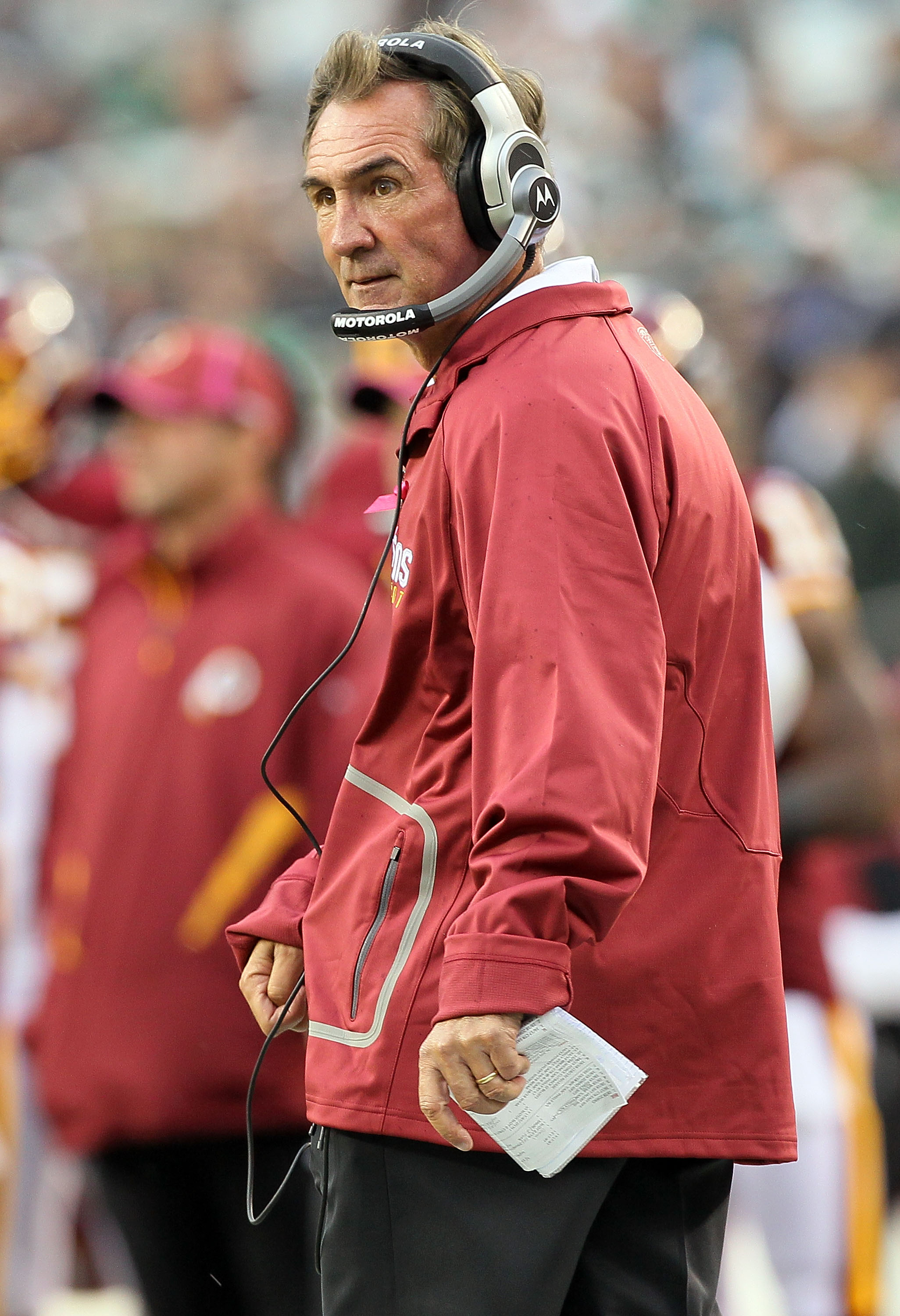 PHILADELPHIA - OCTOBER 03:  Head coach Mike Shanahan of the Washington Redskins looks on against the Philadelphia Eagles on October 3, 2010 at Lincoln Financial Field in Philadelphia, Pennsylvania.  (Photo by Jim McIsaac/Getty Images)