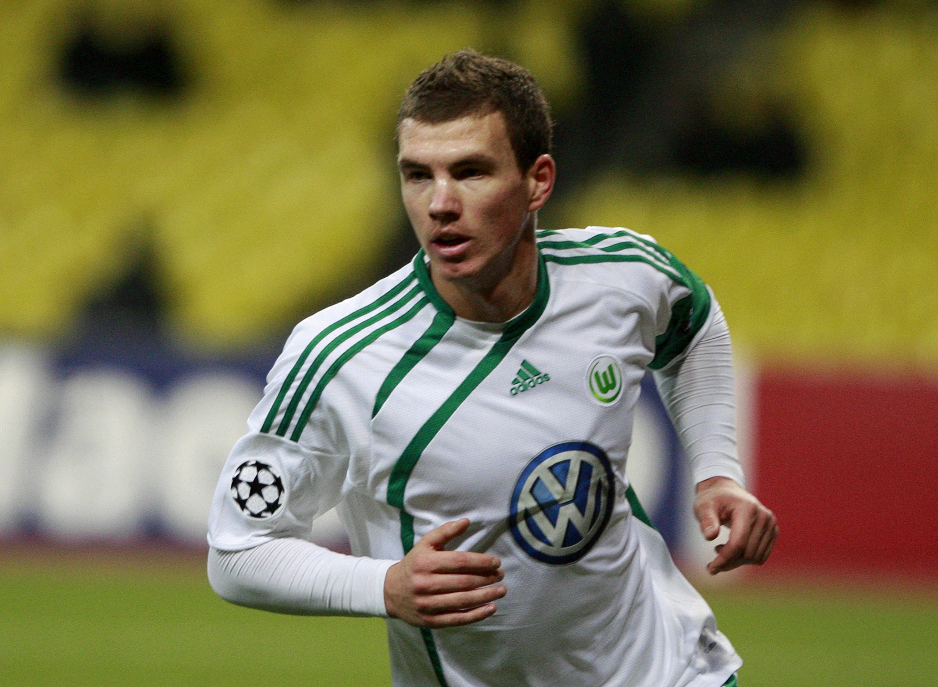 MOSCOW, RUSSIA - NOVEMBER 25:  Edin Dzeko of VfL Wolfsburg celebrates after scoring the first goal during the UEFA Champions League group B match between CSKA Moscow and VfL Wolfsburg at the Luzhniki Stadium on November 25, 2009 in Moscow, Russia.  (Photo