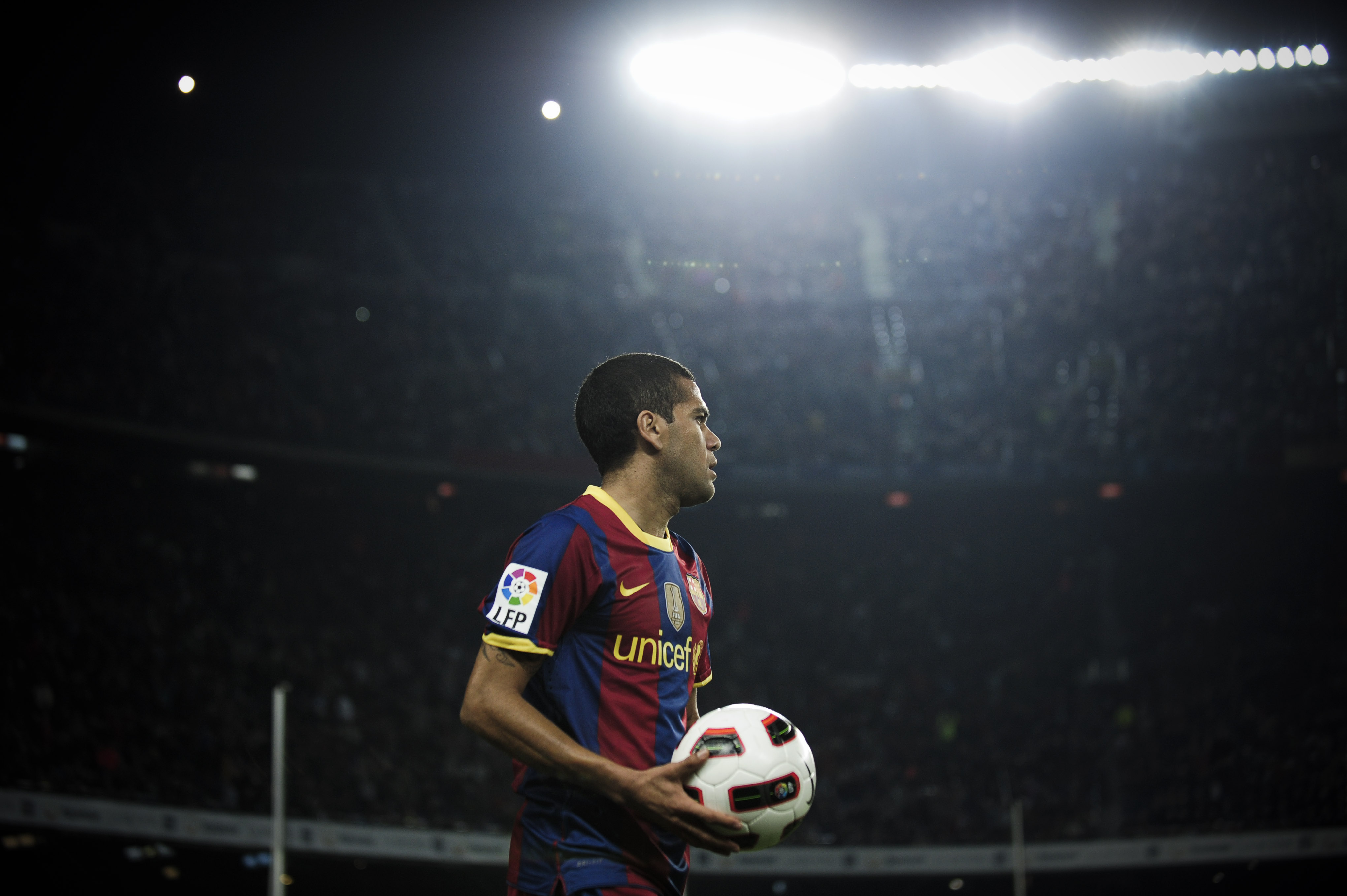 BARCELONA, SPAIN - OCTOBER 16:  Daniel Alves of Barcelona holds the ball during the La Liga match between Barcelona and Valencia at the Camp Nou stadium on October 16, 2010 in Barcelona, Spain. Barcelona won the match 2-1.  (Photo by David Ramos/Getty Ima