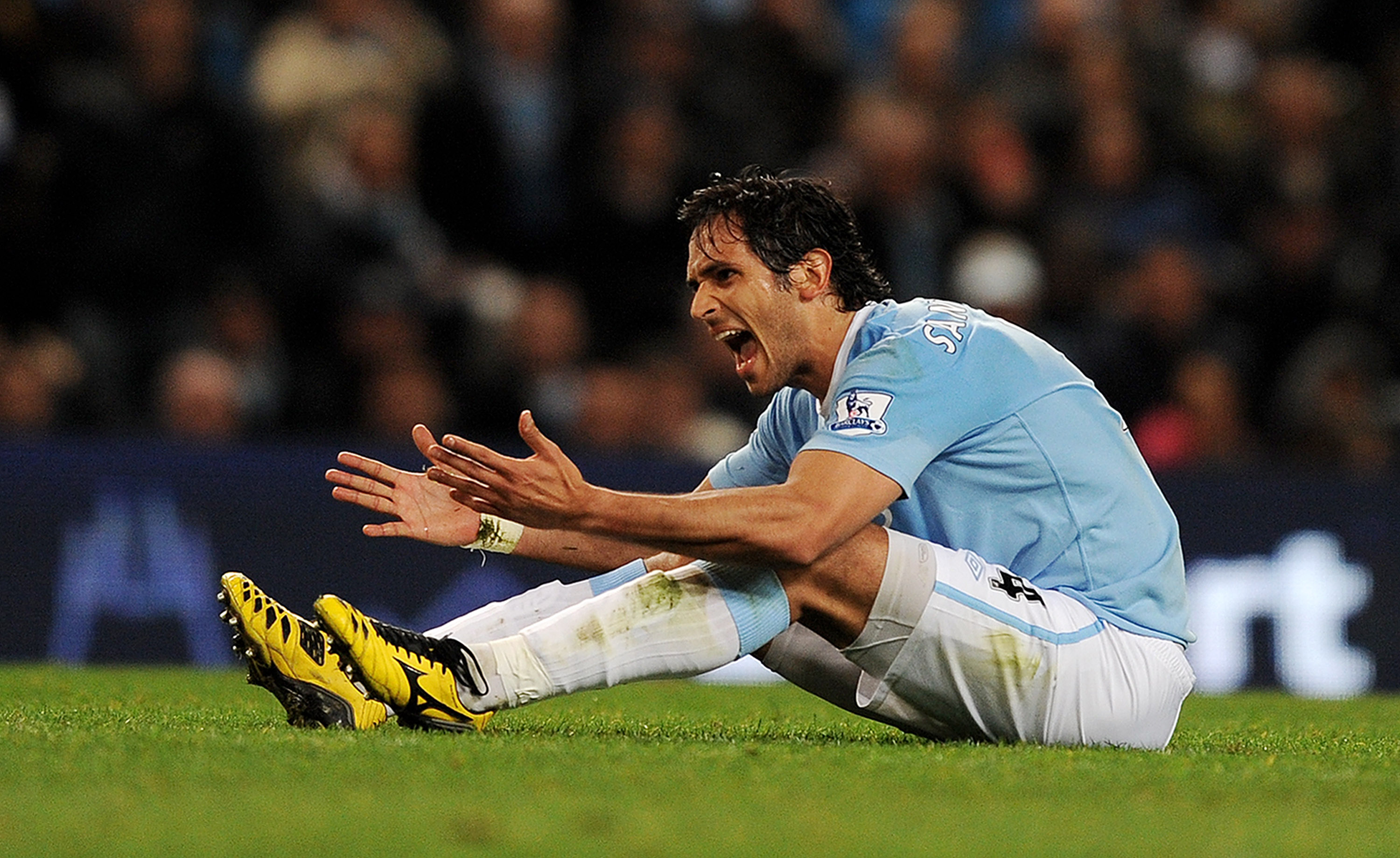 MANCHESTER, ENGLAND - MARCH 24:  Roque Santa Cruz of Manchester City shows his fustration during the Barclays Premiership match between Manchester City and Everton at the City of Manchester Stadium on March 24, 2010 in Manchester, England.  (Photo by Mich