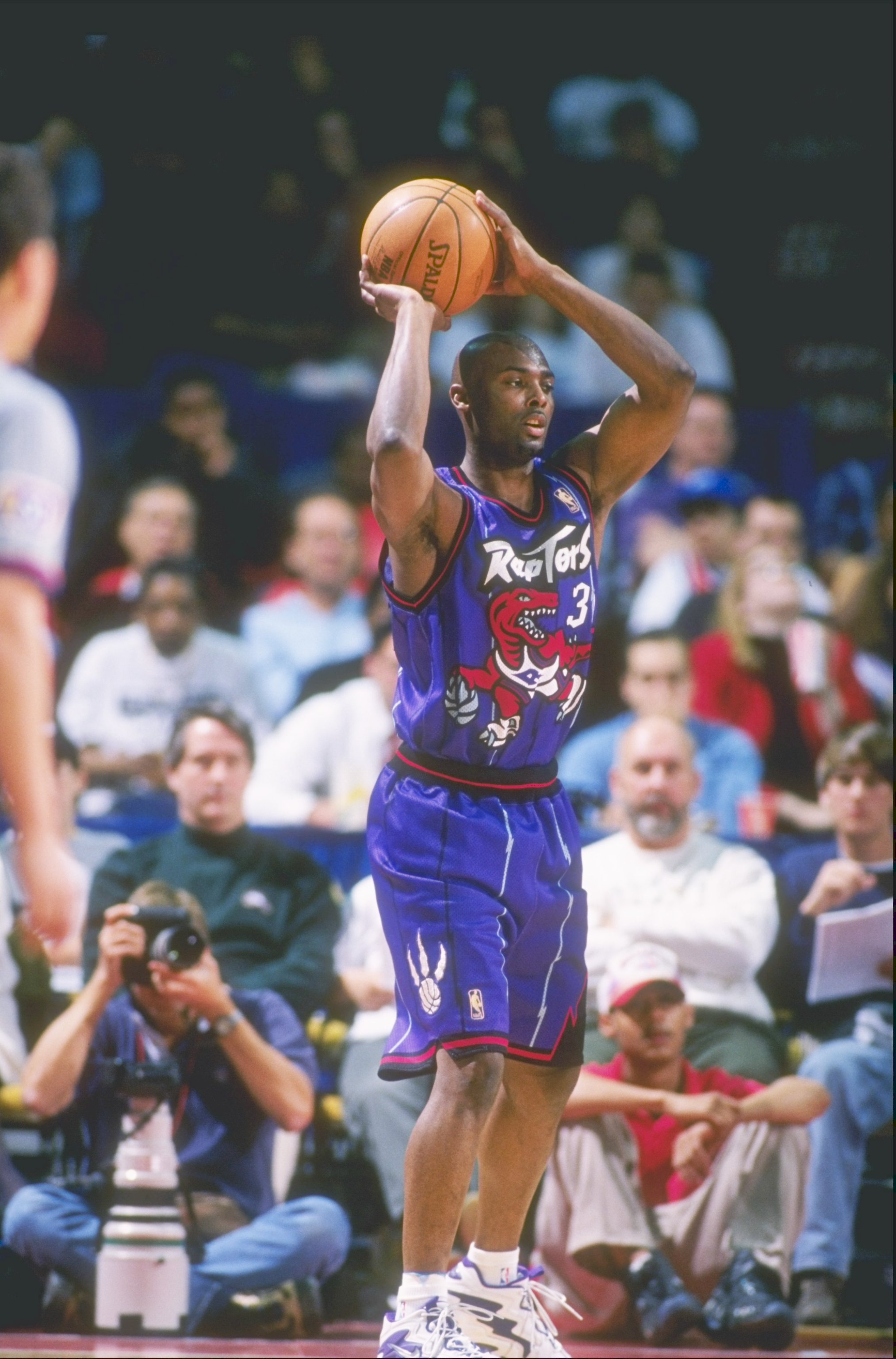 28 Mar 1997:  Shawn Respert of the Toronto Raptors looks to pass the ball during a game against the Washington Bullets at the US Air Arena in Landover, Maryland.  The Bullets won the game 113-86. Mandatory Credit: Doug Pensinger  /Allsport