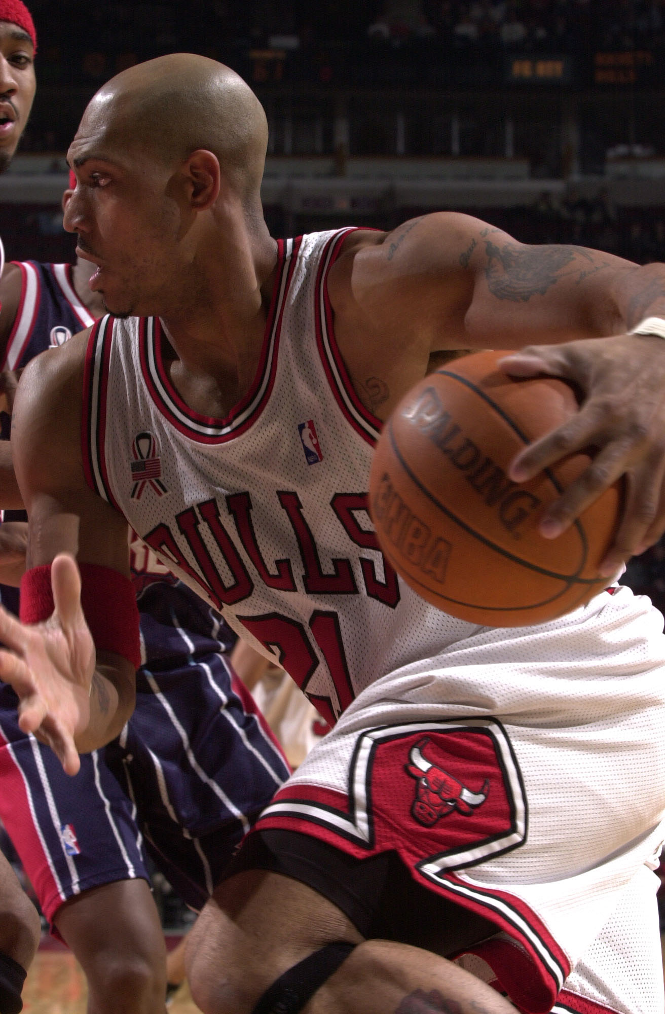 04 Dec 2001:  Forward Marcus Fizer #21 of the Chicago Bulls drives to the basket against the Houston Rockets at the United Center in Chicago, Illinois.  The Bulls defeated the Rockets 103-75. DIGITAL IMAGE  NOTE TO USER: User expressly acknowledges and ag