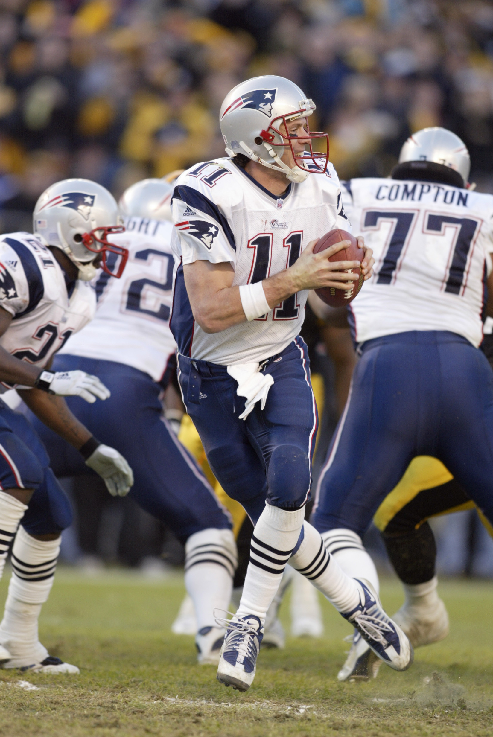 27 Jan 2002: Quarterback Drew Bledsoe of the New England Patriots looks to throw a pass during the AFC Championship Game against the Pittsburgh Steelers at Heinz Field in Pittsburgh, Pennsylvania. The Patriots won 24-17. DIGITAL IMAGE. Mandatory Credit: A