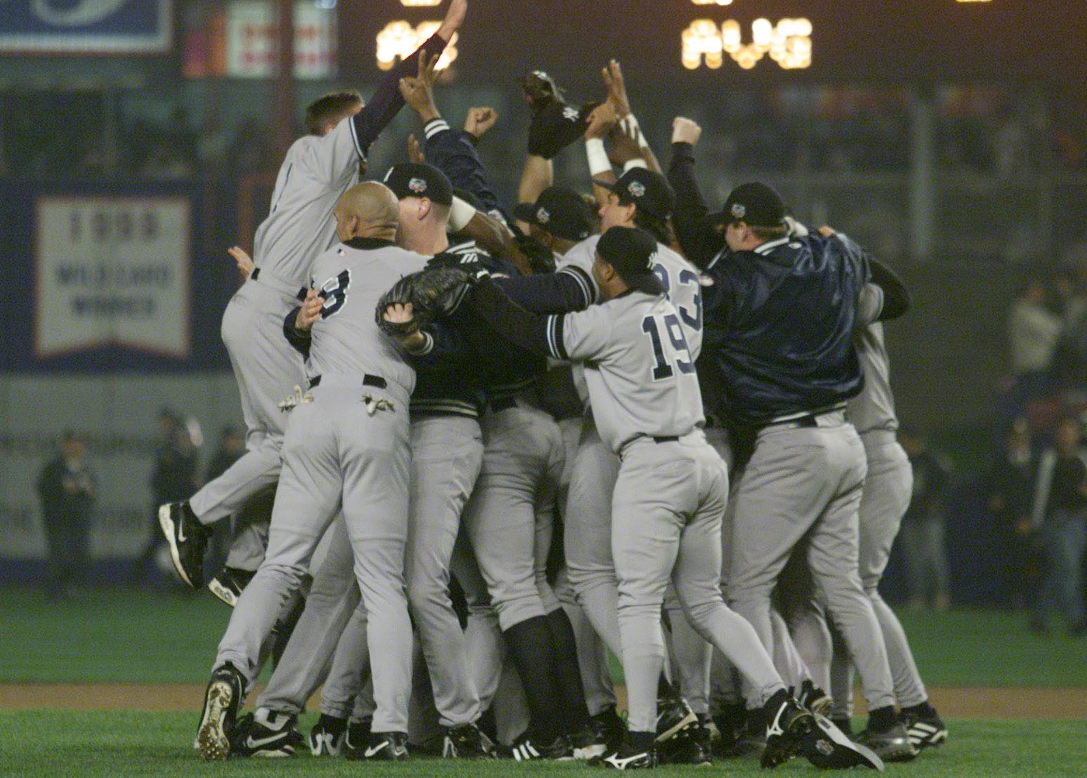 26 Oct 2000:  The New York Yankees celebrates their 4-2 win and World Series Championship over the New York Mets during Game 5 of the World Series at Shea Stadium in Flushing, New York. <DIGITAL IMAGE> Mandatory Credit: Jed Jacobsohn/ALLSPORT