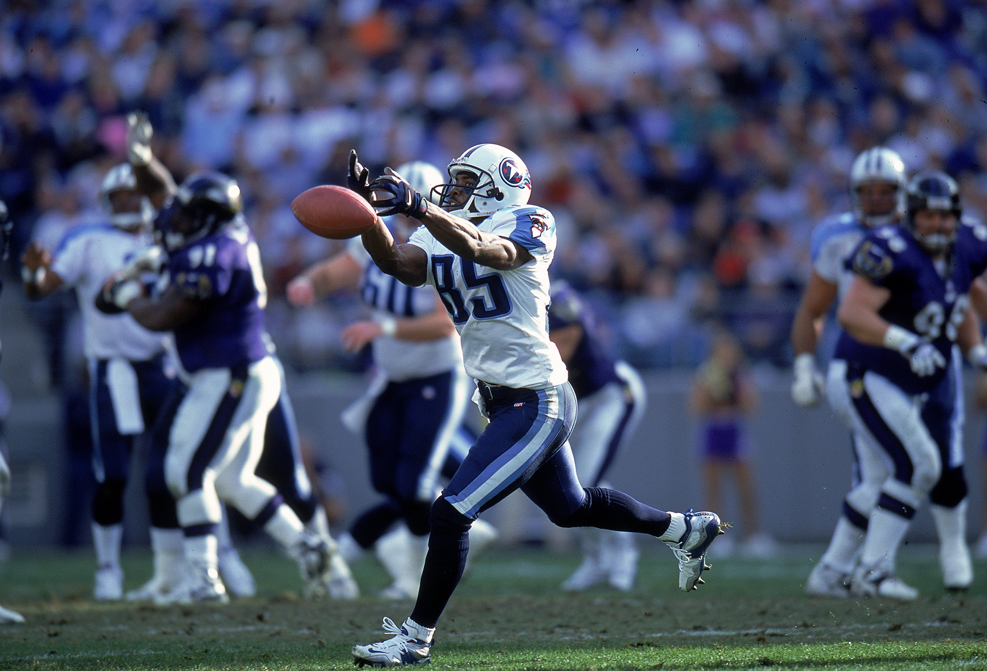 5 Dec 1999: Derrick Mason #85 of the Tennessee Titans stretches to catch the ball but misses during a game against the Baltimore Ravens at the PSI Net Stadium in Baltimore, Maryland. The Ravens defeated the Titans 41-14.
