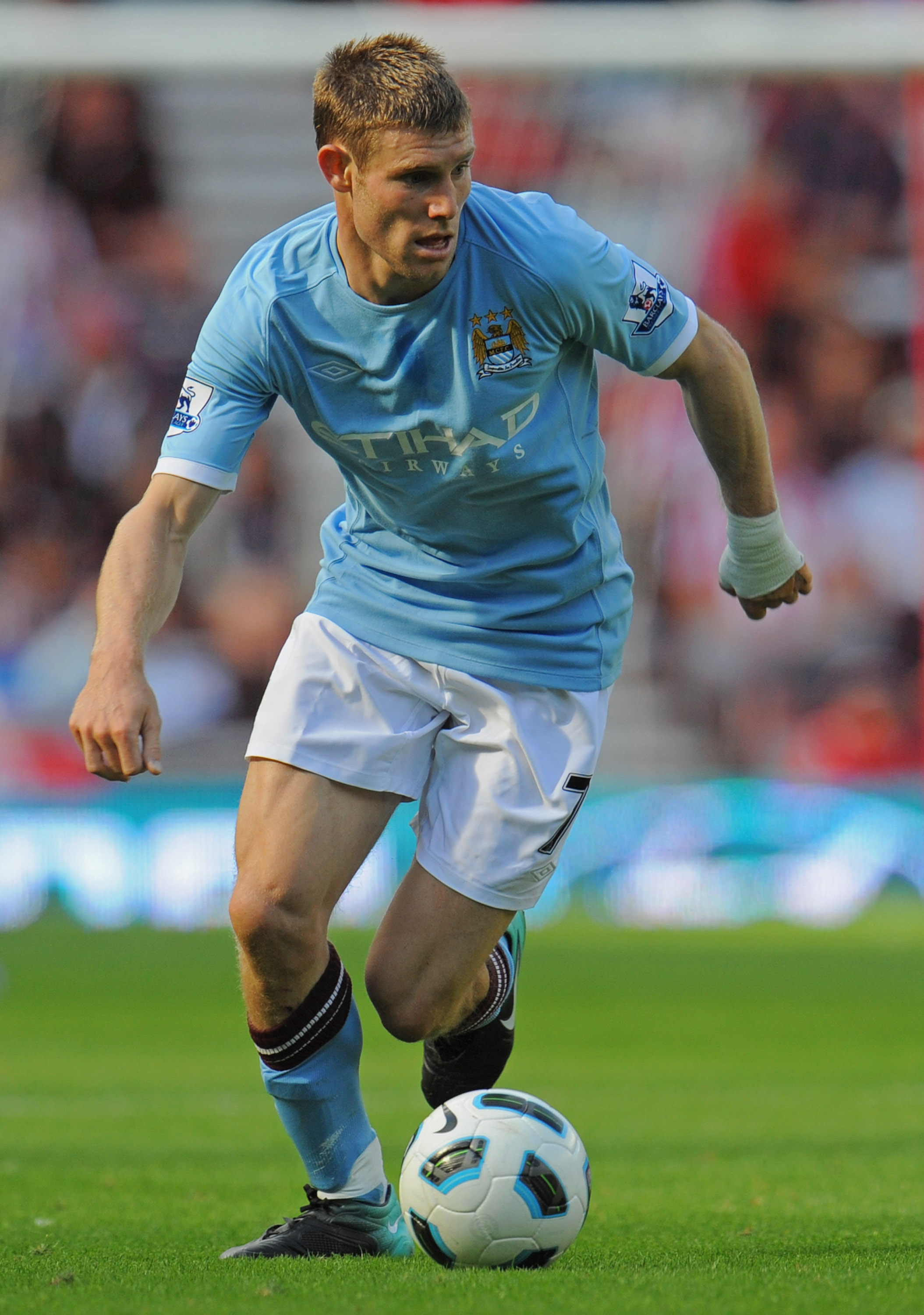SUNDERLAND, ENGLAND - AUGUST 29: James Milner of Manchester City on the ball during the Barclays Premier League match between Sunderland and Manchester City at the Stadium of Light on August 29, 2010 in Sunderland, England.  (Photo by Michael Regan/Getty