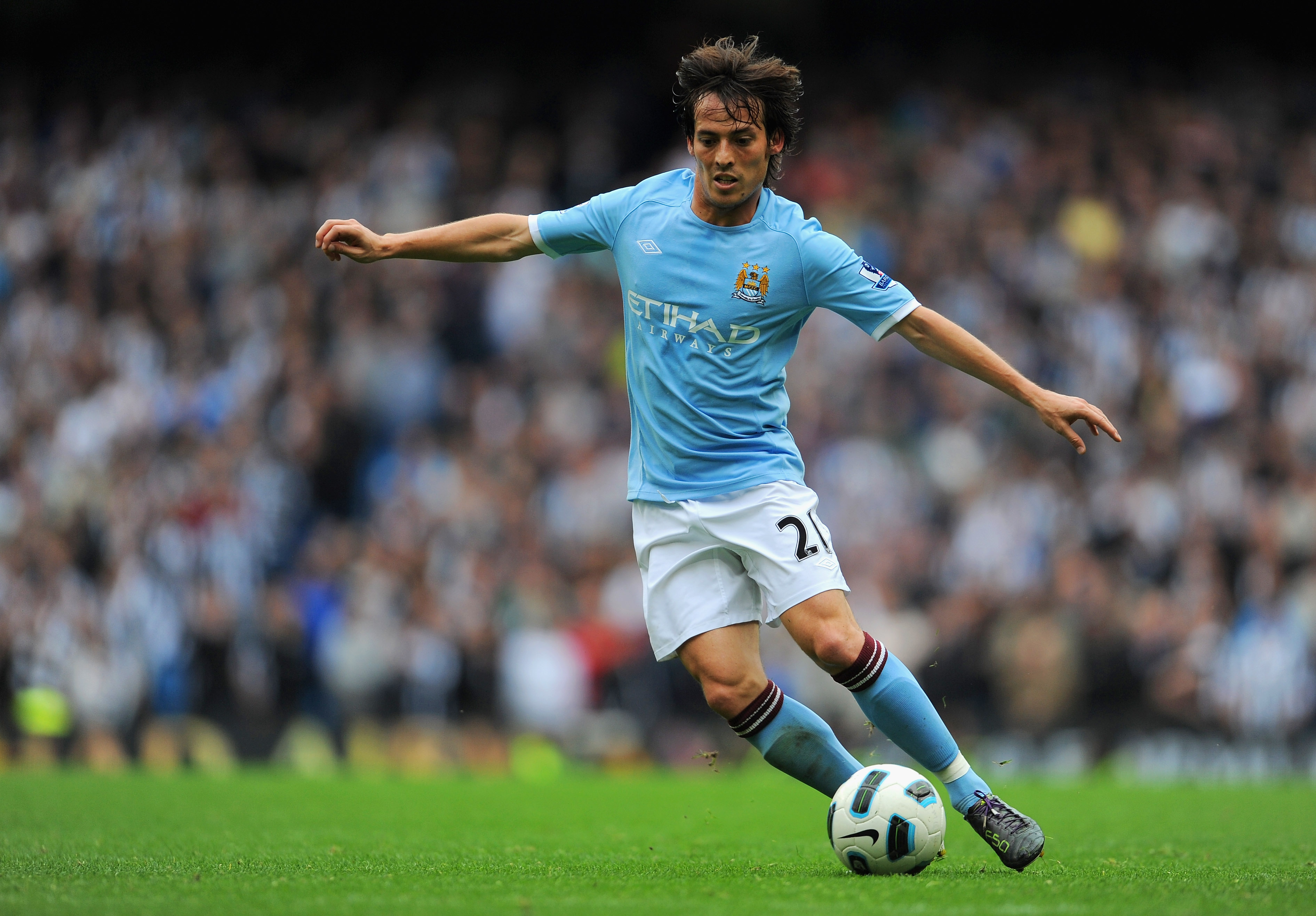 MANCHESTER, ENGLAND - OCTOBER 03: David Silva of Manchester City on the ball during the Barclays Premier League match between Manchester City and Newcastle United at the City of Manchester Stadium on October 3, 2010 in Manchester, England.  (Photo by Mich