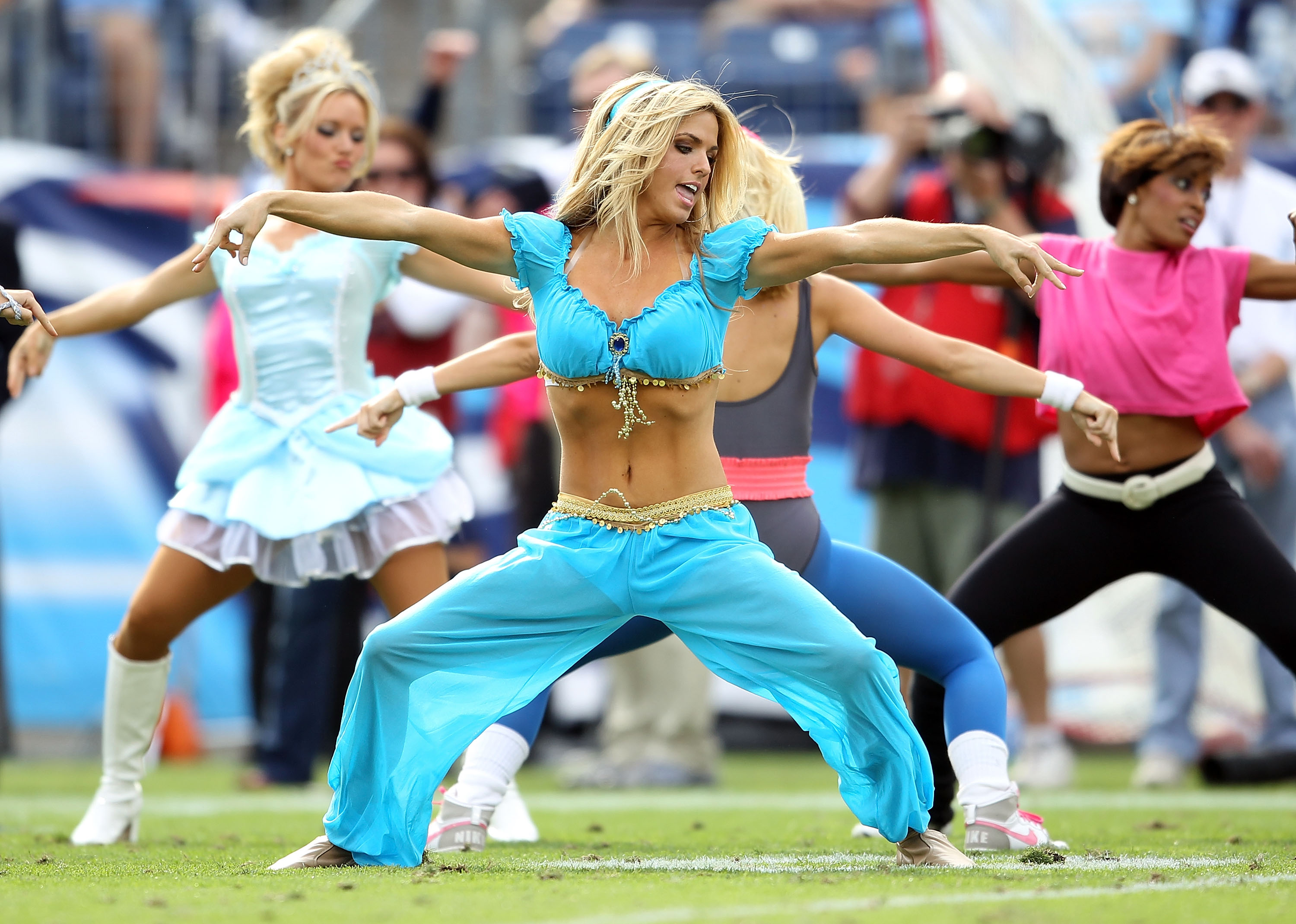 NASHVILLE, TN - OCTOBER 24:  Tennessee Titans cheerleaders perform during the Philadelphia Eagles  NFL game against the Tennessee Titans at LP Field on October 24, 2010 in Nashville, Tennessee.  (Photo by Andy Lyons/Getty Images)