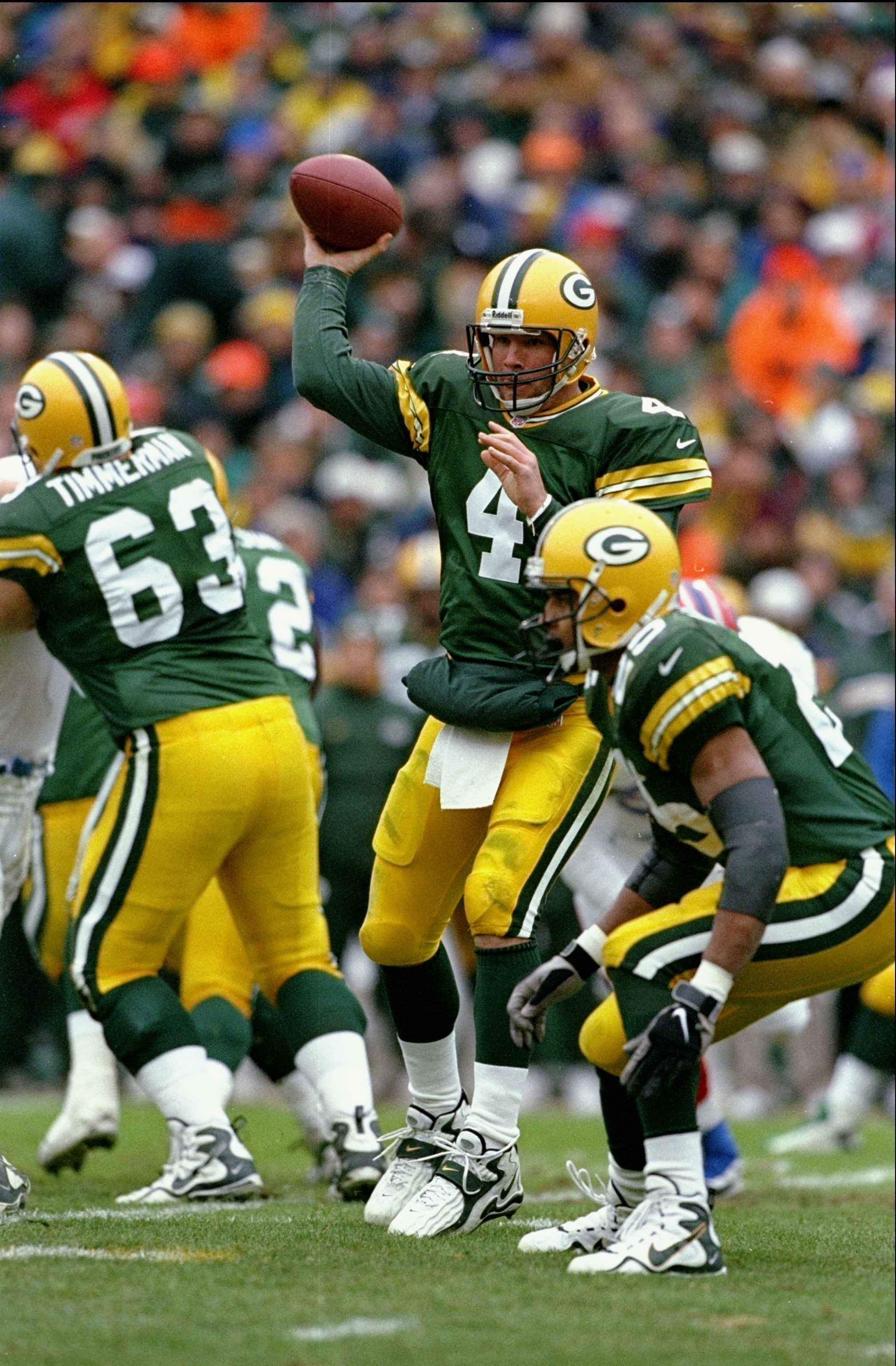 20 Dec 1997:  Brett Favre #4 of the Green Bay Packers in action during a game against the Buffalo Bills at Lambeau Field in Green Bay, Wisconsin. The Packers defeated the Bills 31-21. Mandatory Credit: Jonathan Daniel  /Allsport