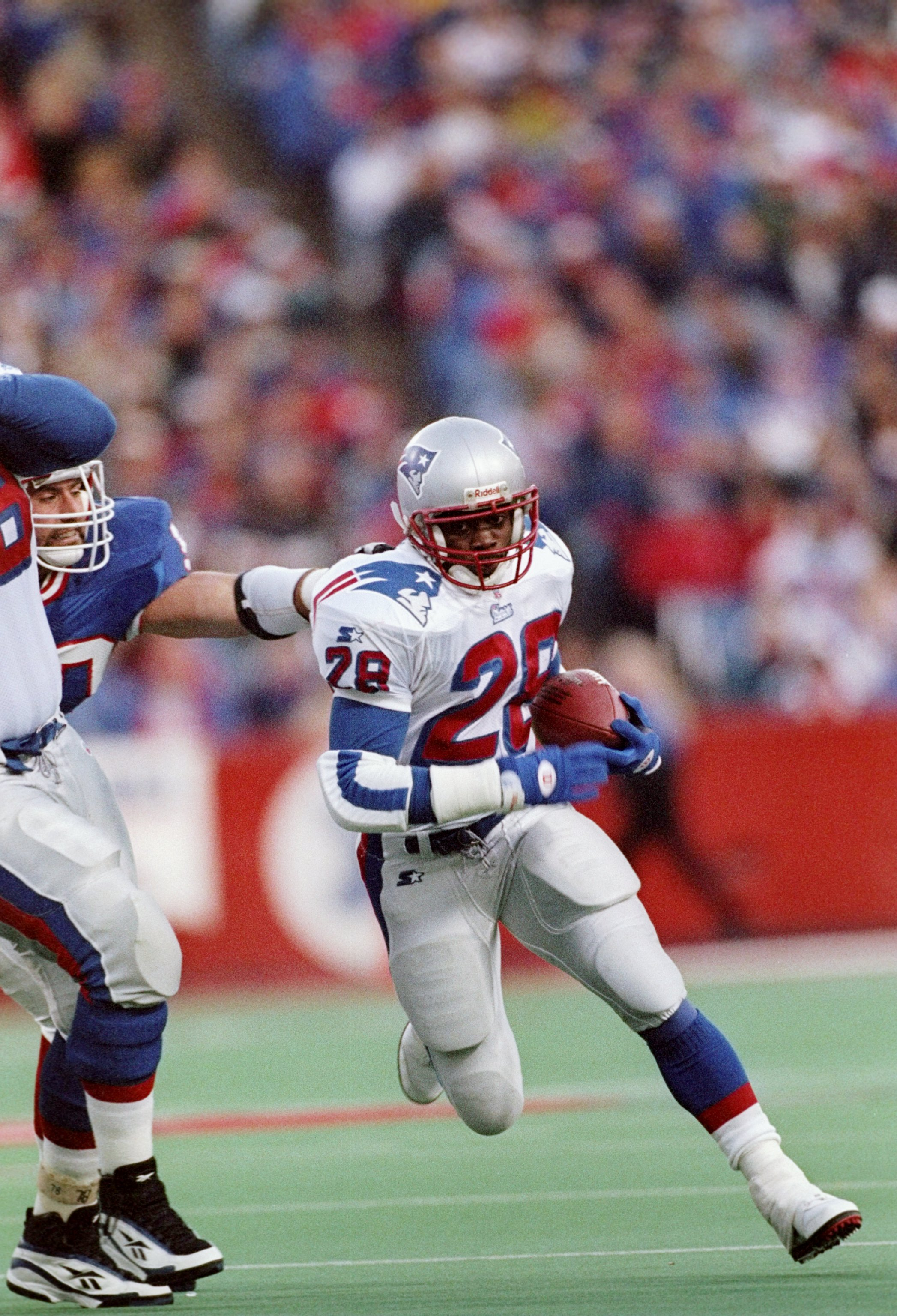 9 Nov 1997:  Running back Curtis Martin of the New England Patriots runs down the field during a game against the Buffalo Bills at Rich Stadium in Orchard Park, New York.  The Patriots won the game 31-10. Mandatory Credit: Rick Stewart  /Allsport