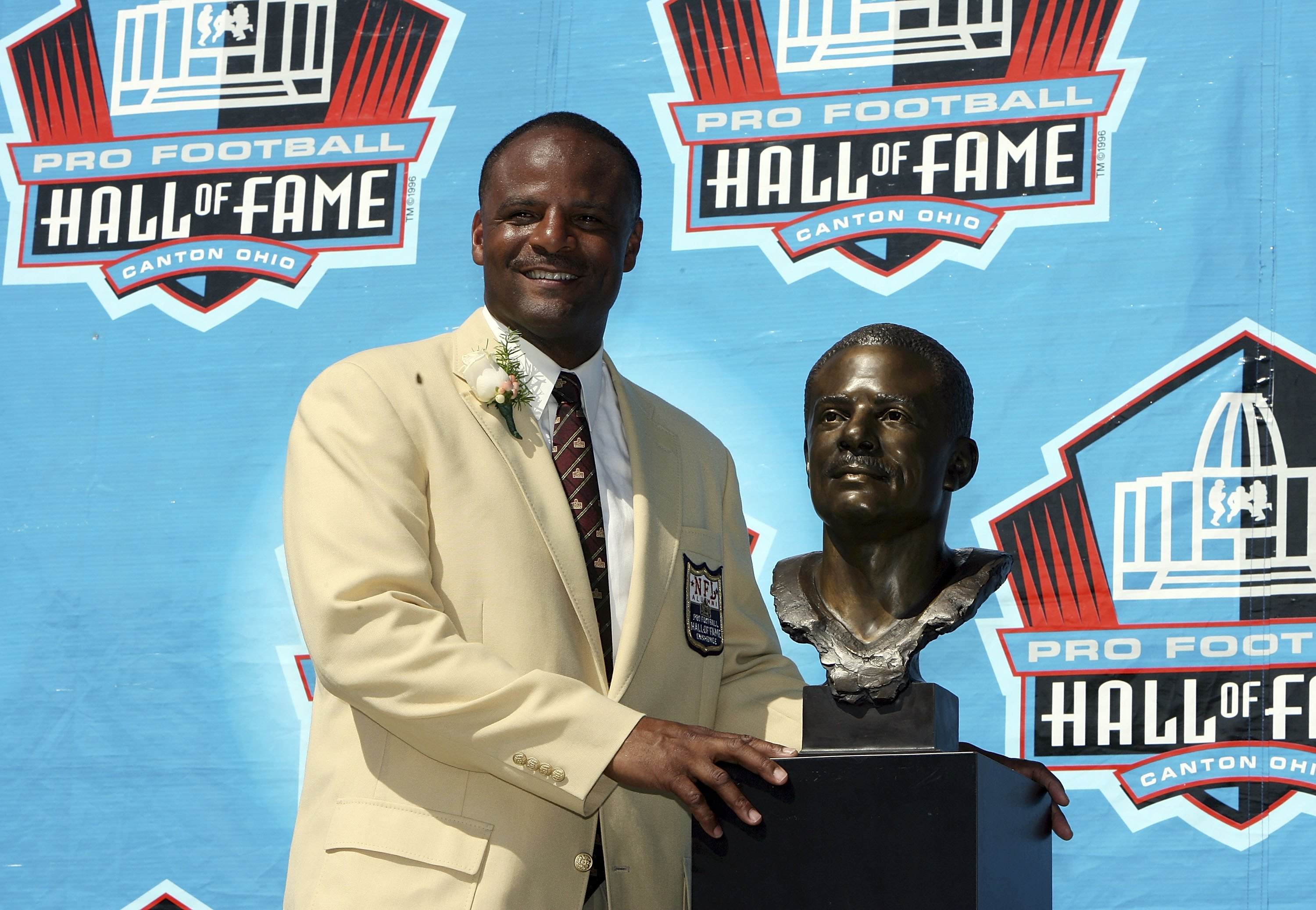 CANTON, OH - AUGUST 05:  Quarterback Warren Moon poses with his bust after his induction during the Class of 2006 Pro Football Hall of Fame Enshrinement Ceremony at Fawcett Stadium on August 5, 2006 in Canton, Ohio.  (Photo by Doug Benc/Getty Images)