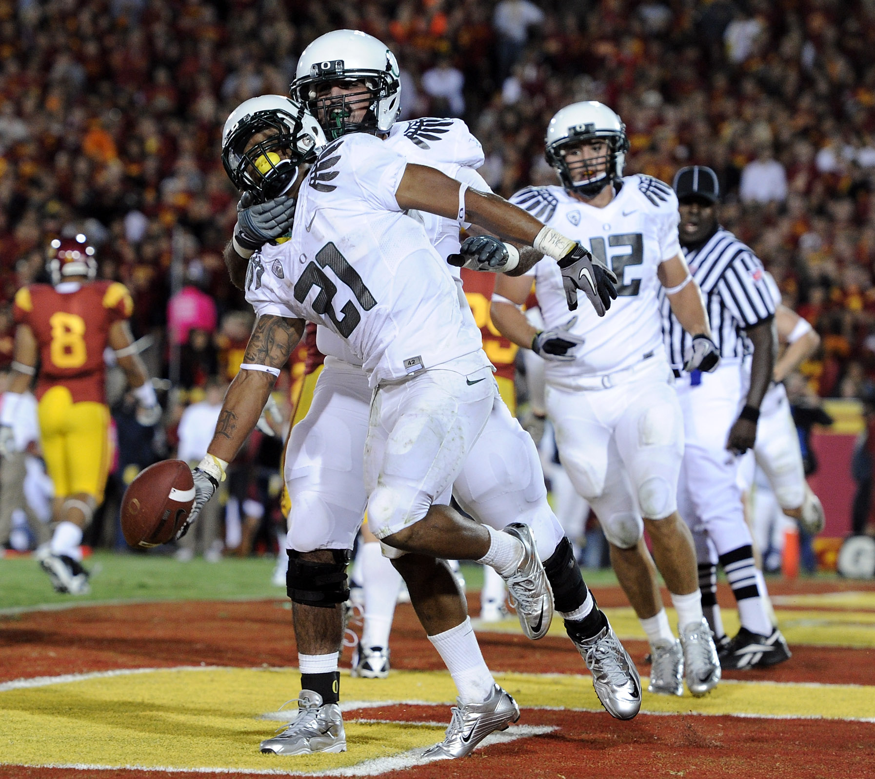LOS ANGELES, CA - OCTOBER 30:  LaMichael James #21 of the Oregon Ducks celebrates his touchdown with Ramsen Golpashin #70 for a 43-32 lead over the USC Trojans during the fourth quarter at Los Angeles Memorial Coliseum on October 30, 2010 in Los Angeles,