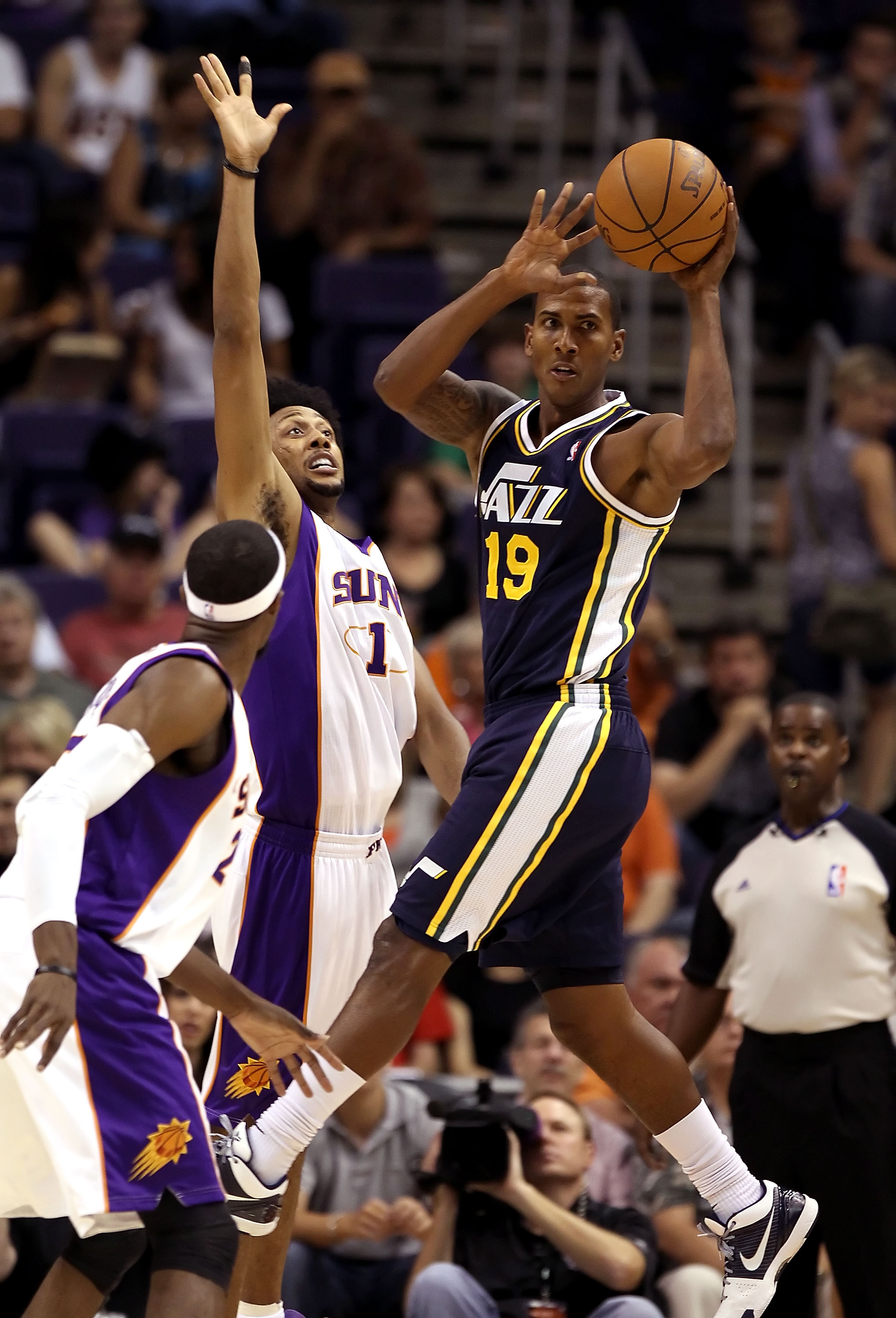 PHOENIX - OCTOBER 12:  Raja Bell #19 of the Utah Jazz passes the ball under pressure from Josh Childress #1 of the Phoenix Suns during the preseason NBA game at US Airways Center on October 12, 2010 in Phoenix, Arizona. NOTE TO USER: User expressly acknow