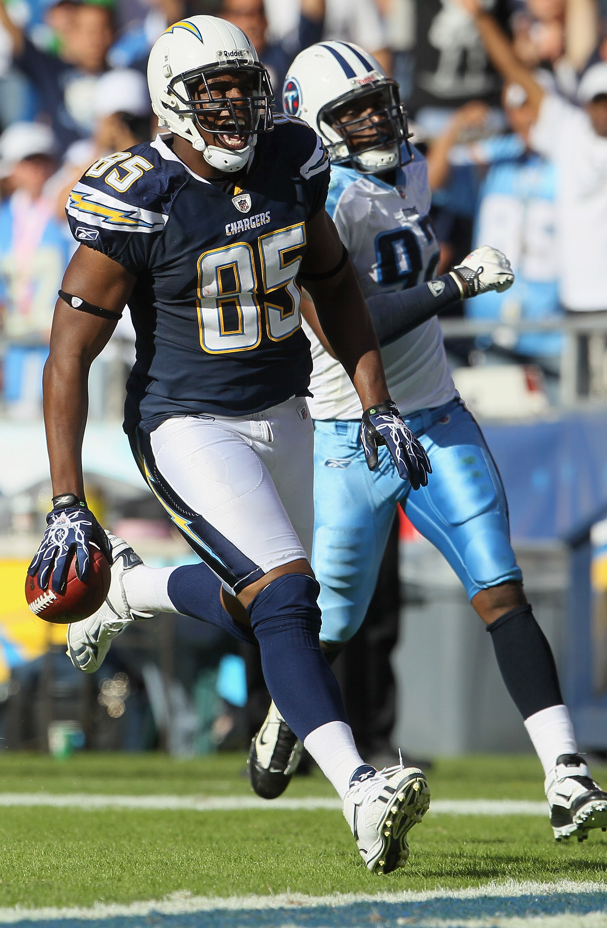 SAN DIEGO - OCTOBER 31:  Tight end Antonio Gates #85 of the San Diego Chargers outruns line backer Will Witherspoon #92 of the Tennessee Titans for a touchdown in the third quarter at Qualcomm Stadium on October 31, 2010 in San Diego, California. The Char