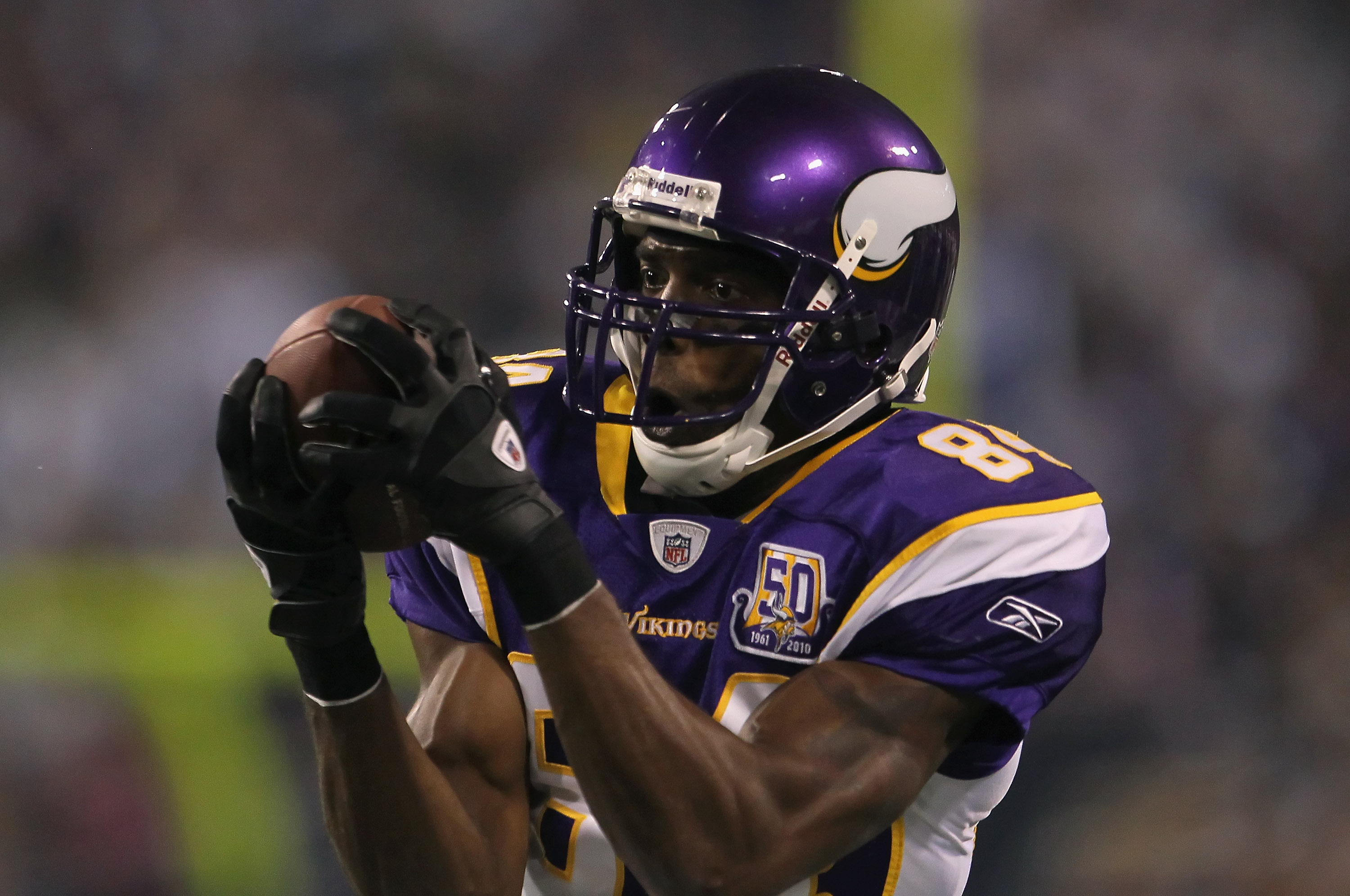 MINNEAPOLIS - OCTOBER 17:  Wide receiver Randy Moss #84 of the Minnesota Vikings catches a pass during the third quarter against the Dallas Cowboys at Mall of America Field on October 17, 2010 in Minneapolis, Minnesota. The Vikings defeated the Cowboys 24