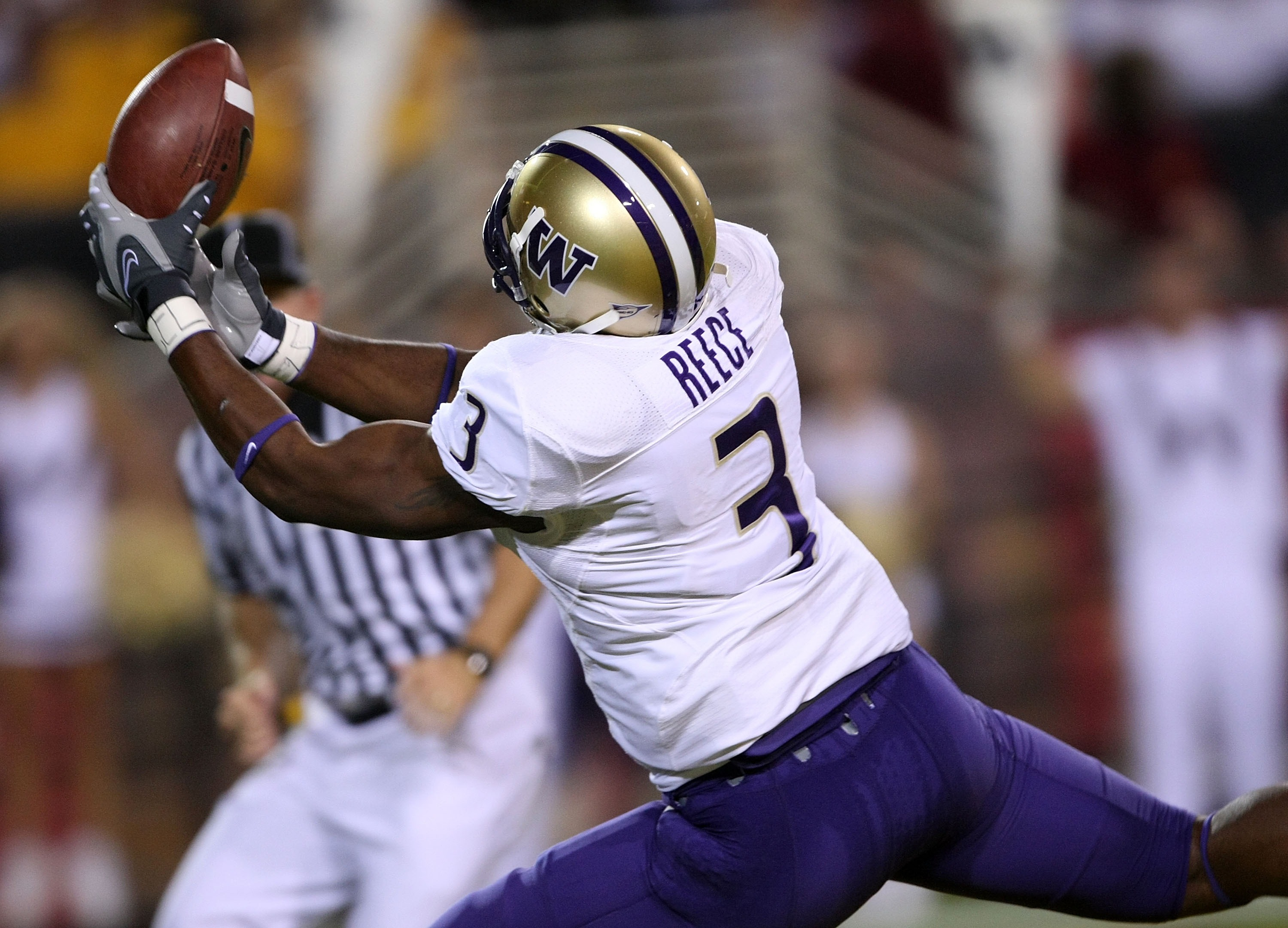 TEMPE, AZ - OCTOBER 13:  Wide receiver Marcel Reece #3 of the Washington Huskies reaches to make a 36 yard touchdown catch in the end zone against the Arizona State Sun Devils at Sun Devil Stadium October 13, 2007 in Tempe, Arizona.  (Photo by Stephen Dun