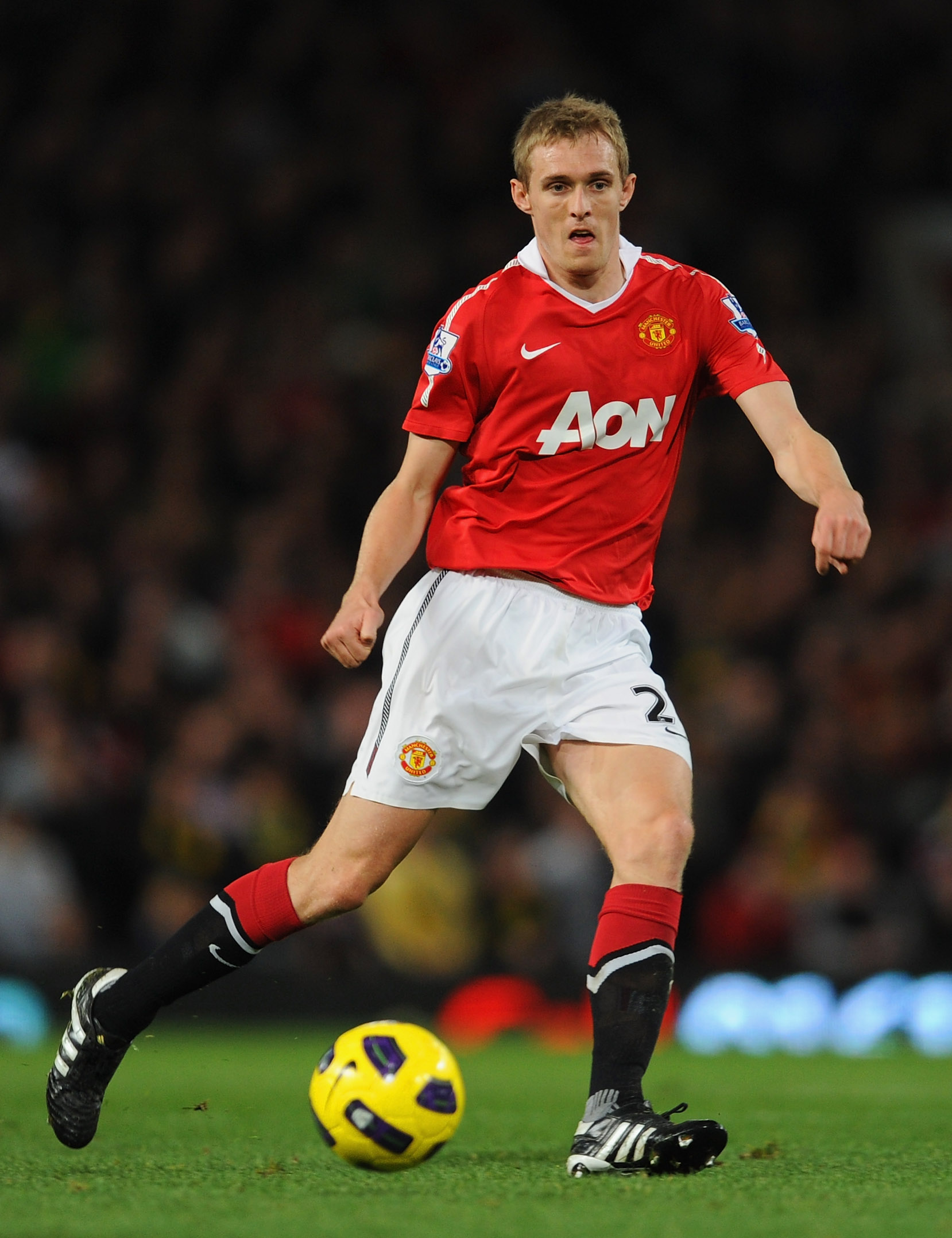 MANCHESTER, ENGLAND - OCTOBER 30: Darren Fletcher of Manchester United playes the ball during the Barclays Premier League match between Manchester United and Tottenham Hotspur at Old Trafford on October 30, 2010 in Manchester, England.  (Photo by Michael