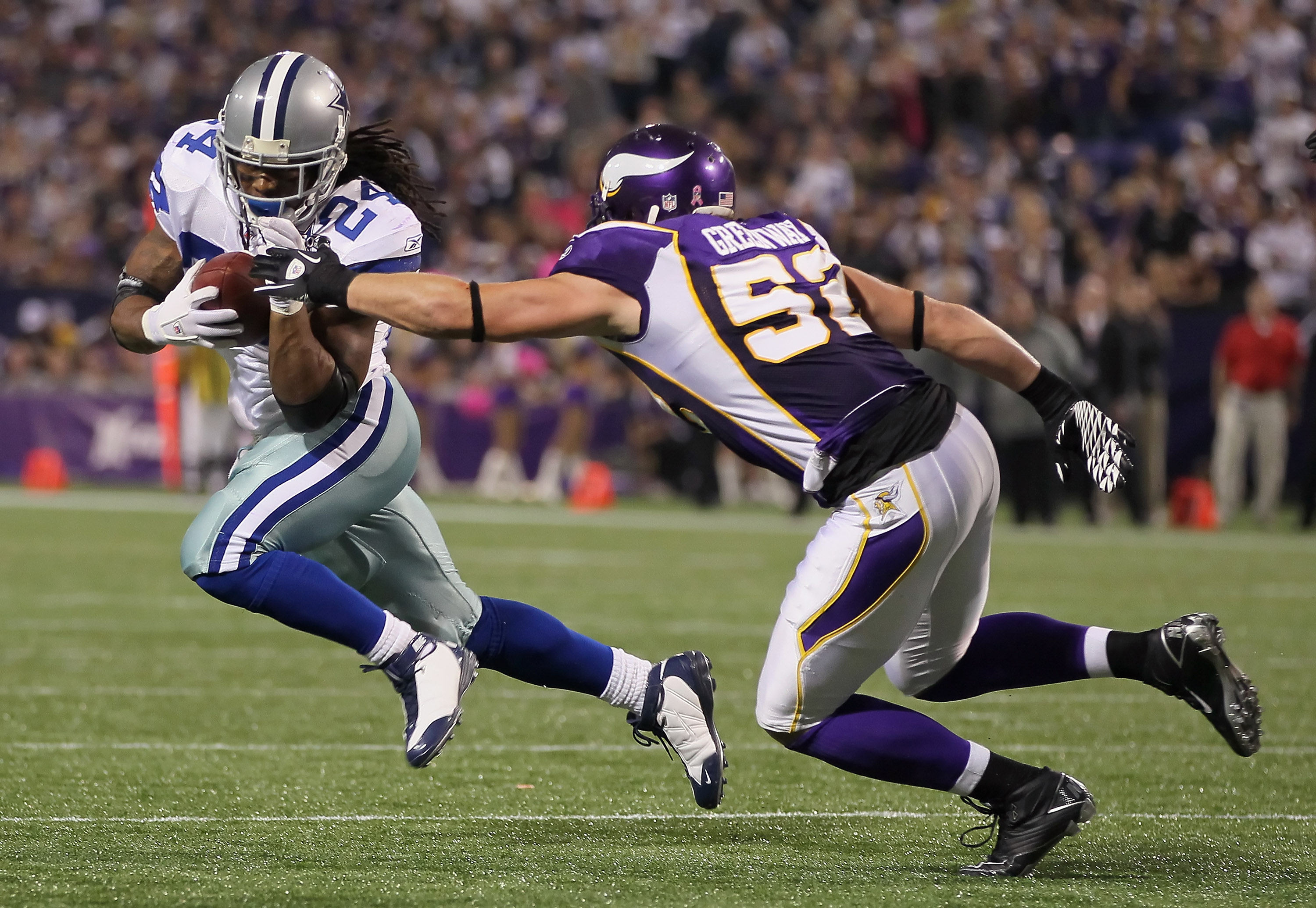 7ee99f5e2e1 MINNEAPOLIS - OCTOBER 17: Running back Marion Barber #24 of the Dallas  Cowboys is