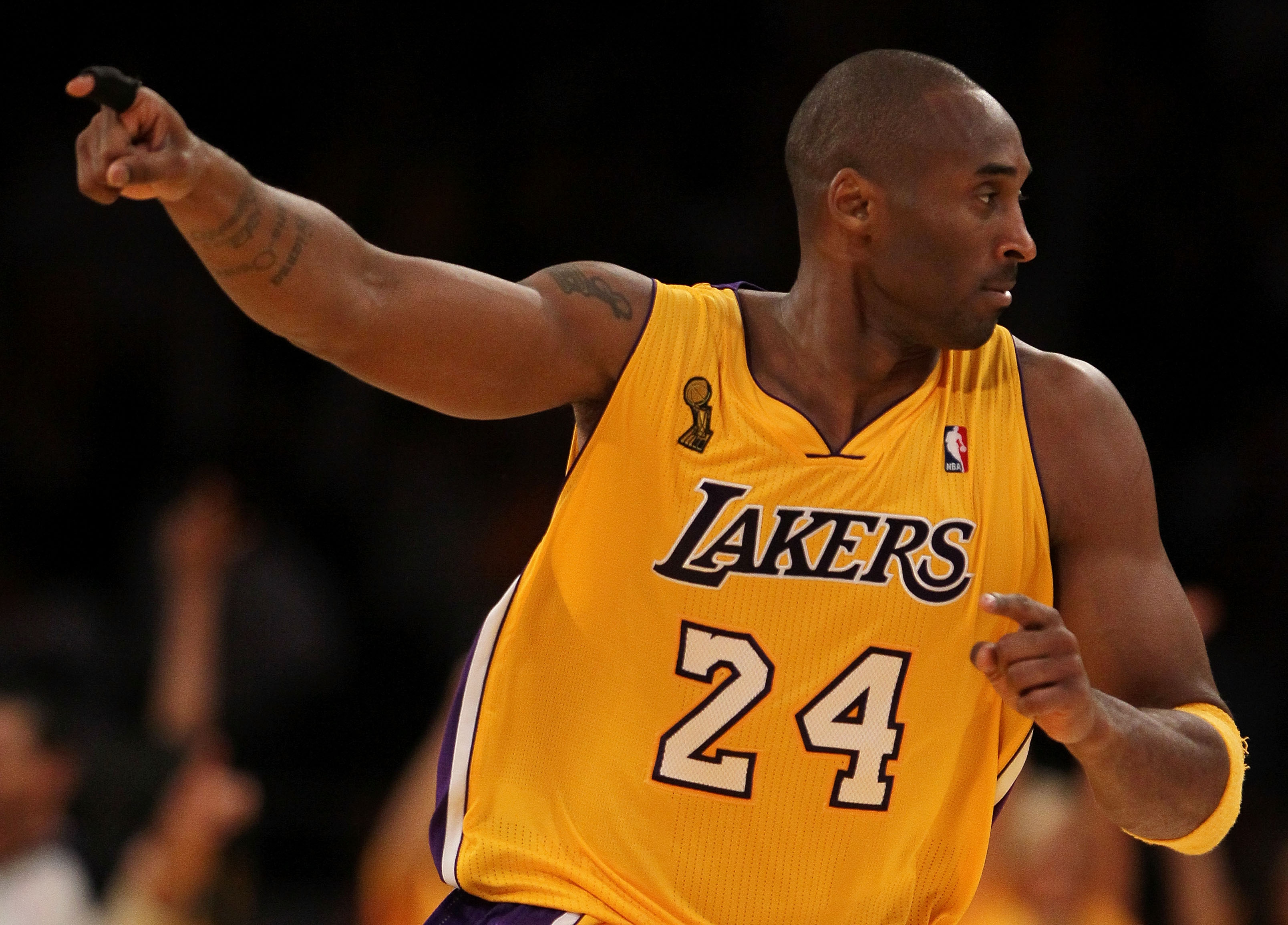35db28ca489 Kobe Bryant: Has His Knee Started a New Rift with Phil Jackson ...