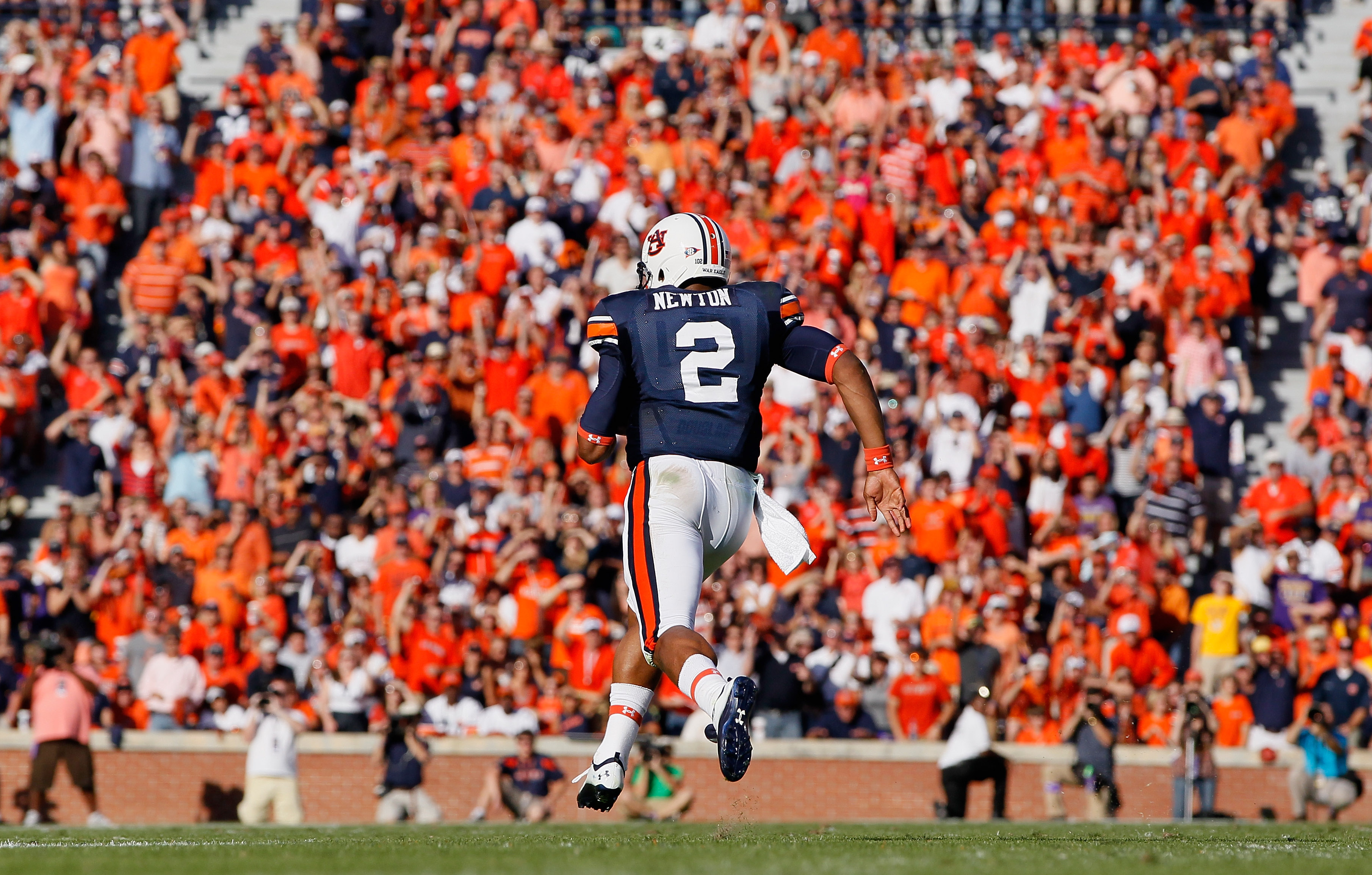AUBURN, AL - OCTOBER 23:  Quarterback Cameron Newton #2 of the Auburn Tigers rushes upfield against the LSU Tigers at Jordan-Hare Stadium on October 23, 2010 in Auburn, Alabama.  (Photo by Kevin C. Cox/Getty Images)